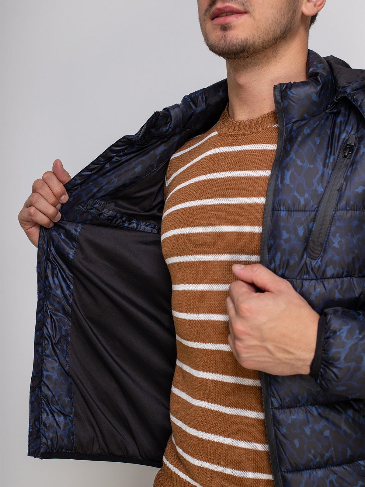 Куртка синяя в принт | 4512906 | фото 4