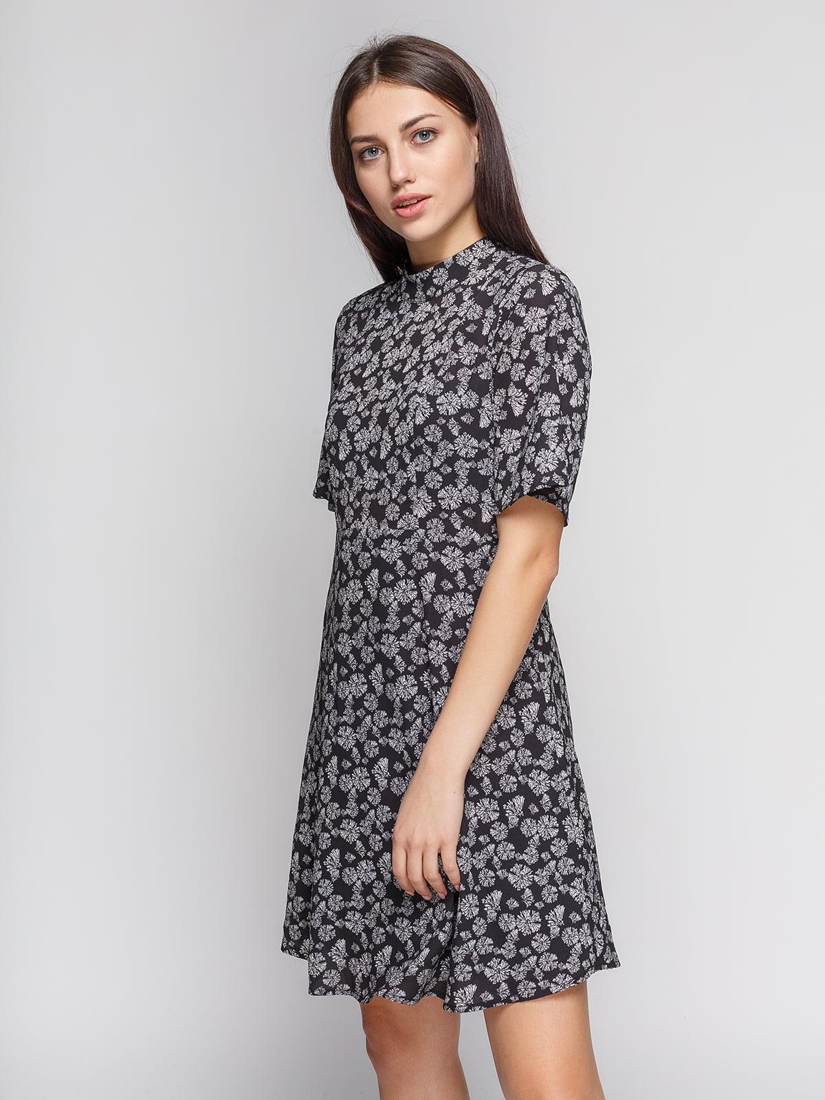 Сукня чорна в квітковий принт | 4600538