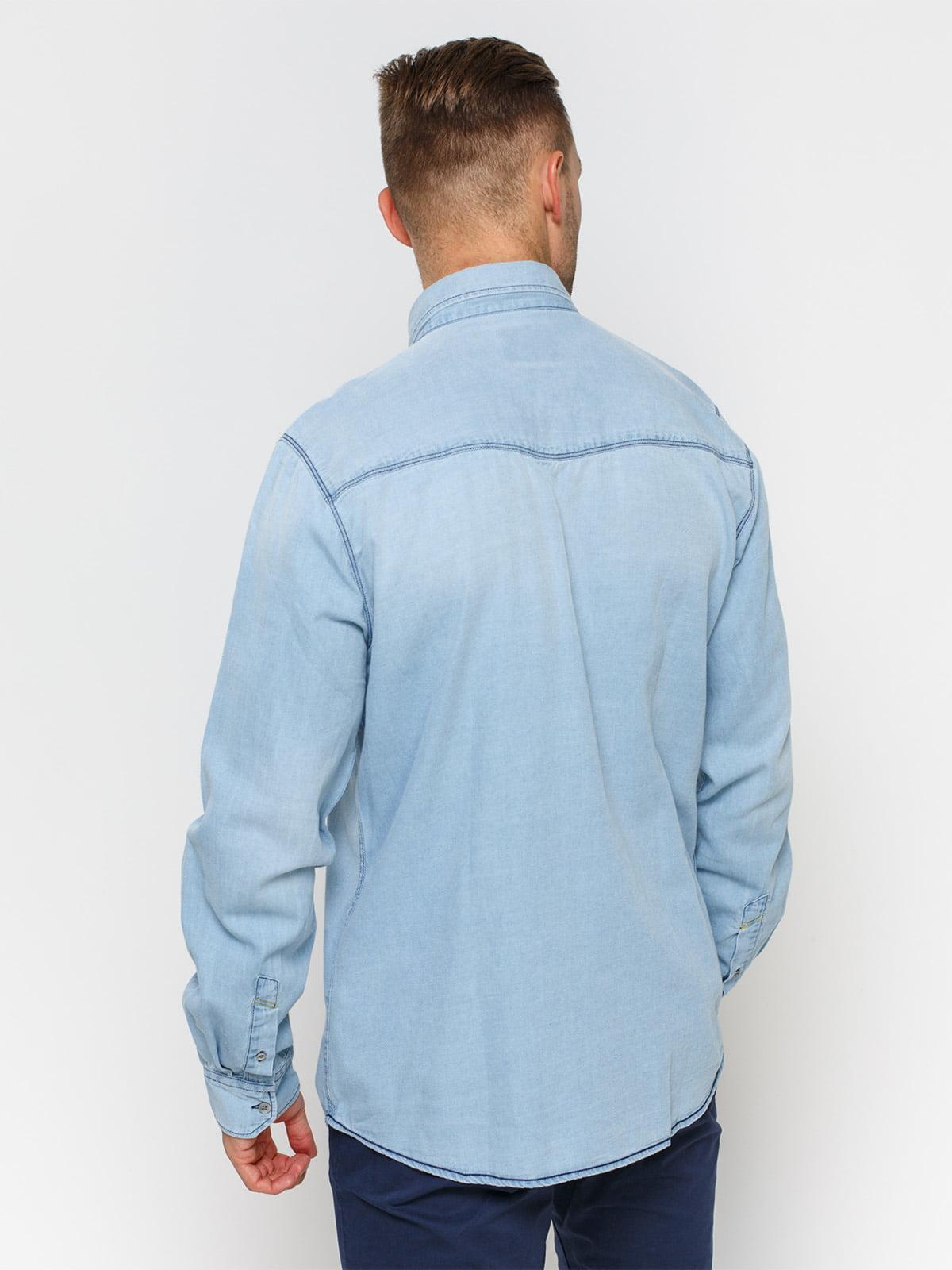 Рубашка голубая с эффектом потертой   1899034   фото 2