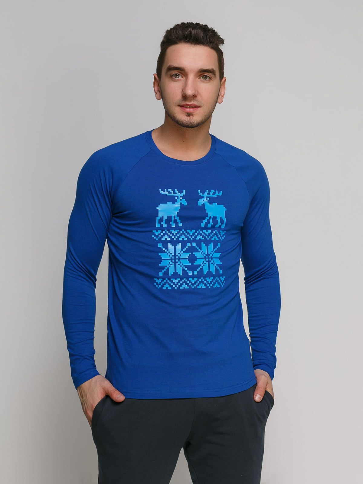 Лонгслив синий с принтом | 4768860