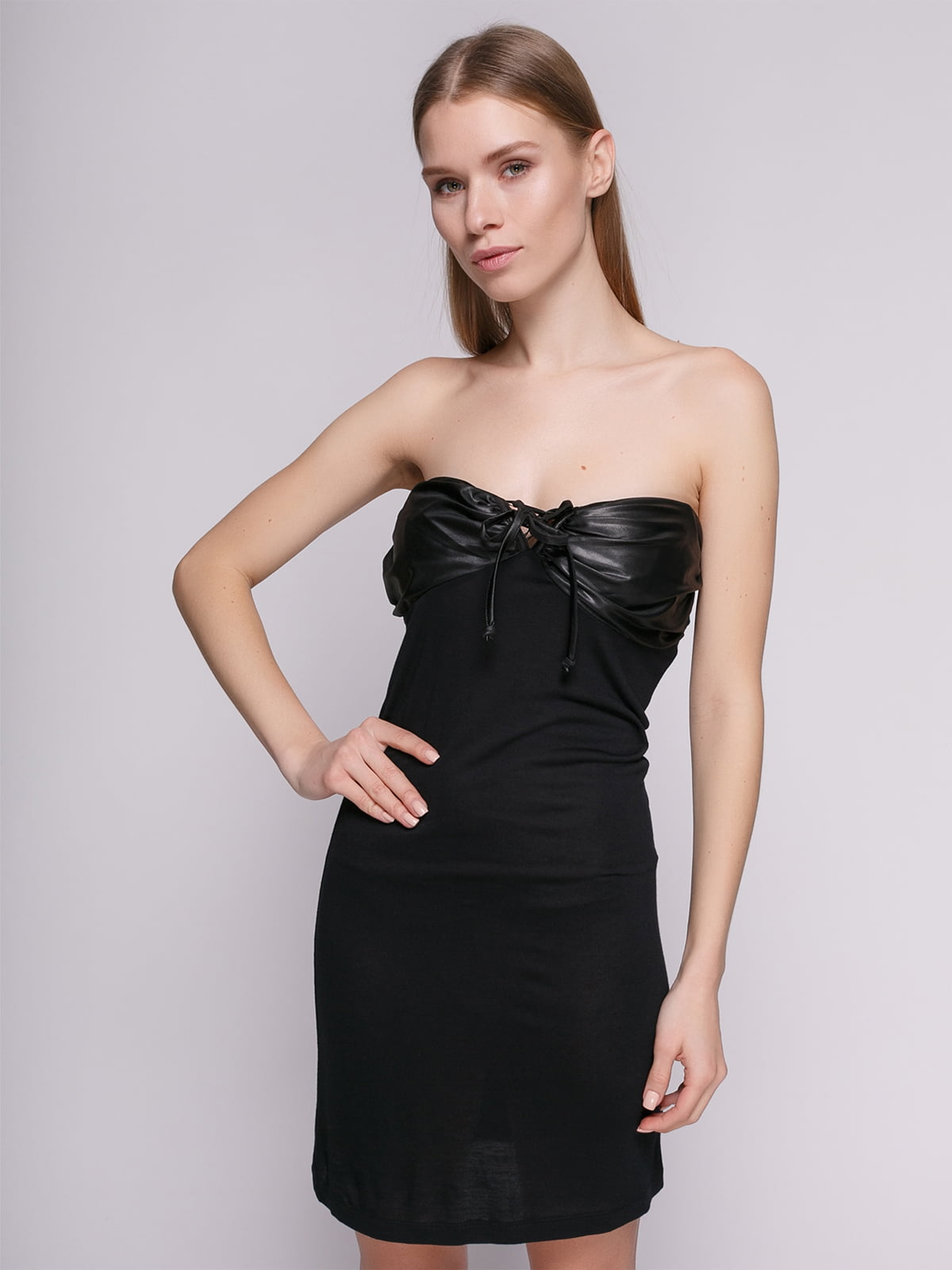 Сукня чорна комбінована з бретелею-петлею | 434151
