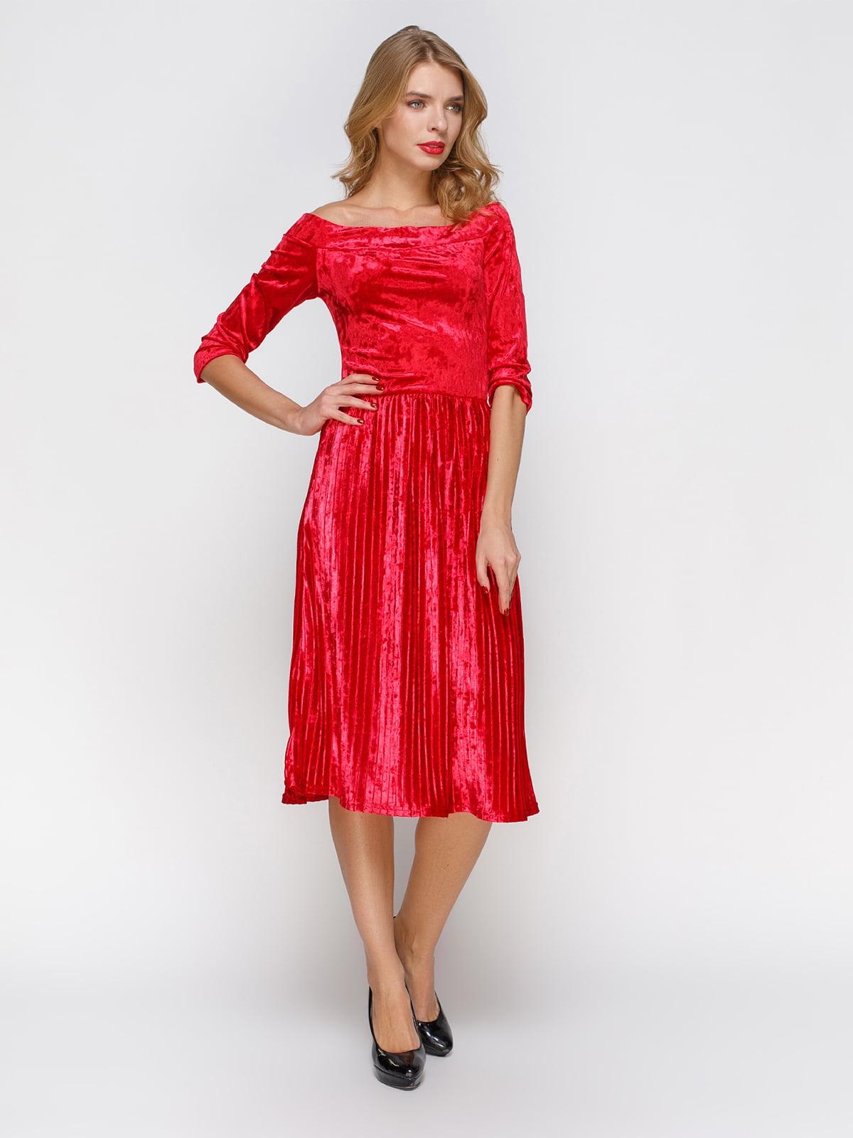 Платье плиссе с открытыми плечами | 3778199