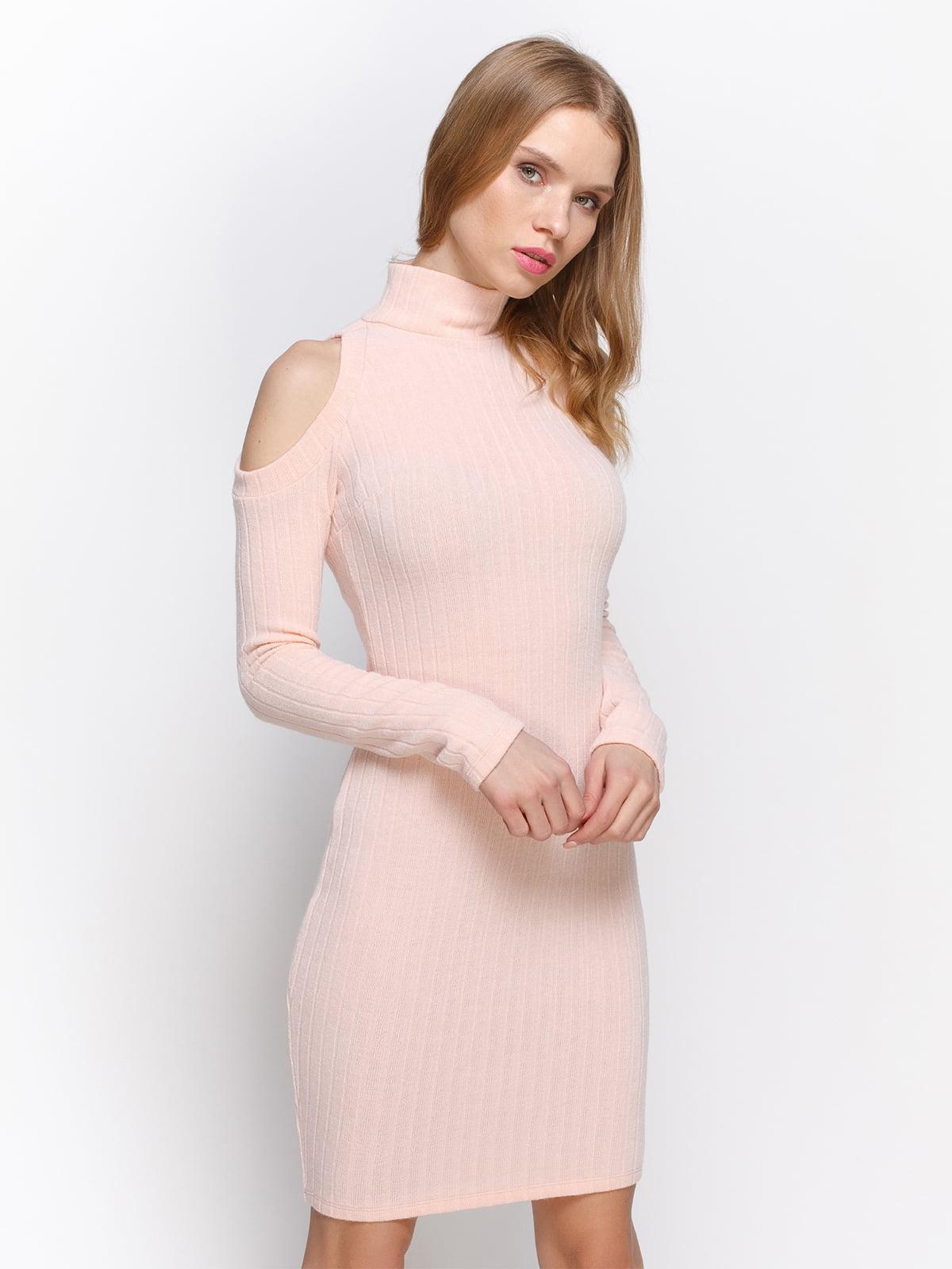 Сукня персикового кольору | 2981689