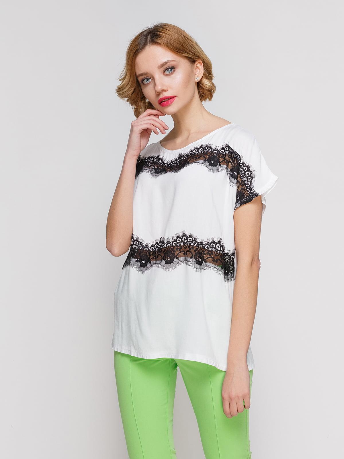Блуза білого кольору з мереживом легка | 3328723