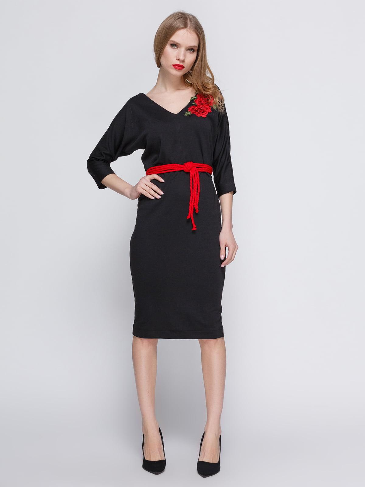 Сукня чорна з аплікацією і поясом | 3486511