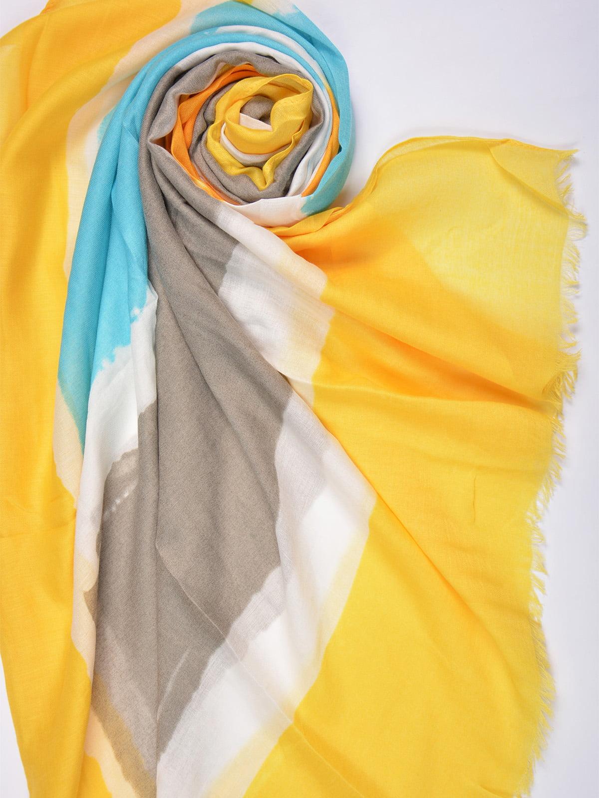 Палантин желтый в принт | 4863465 | фото 2