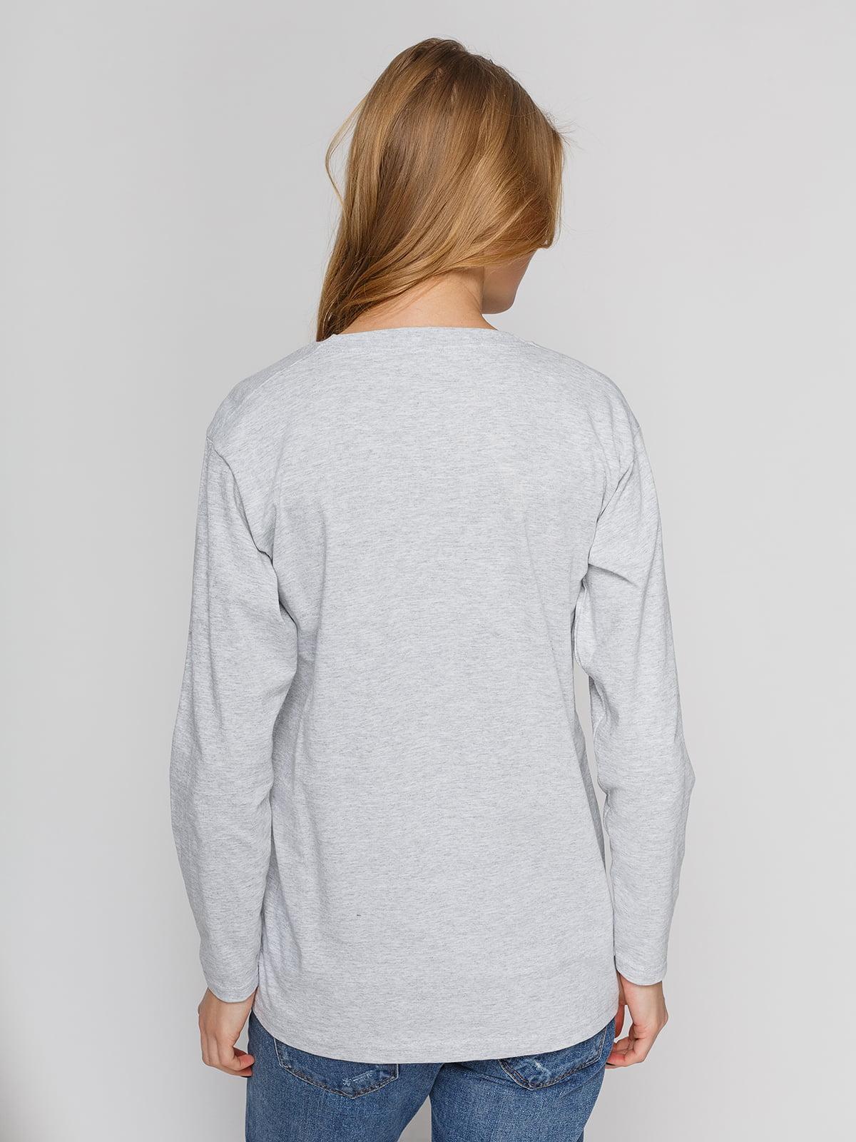 Лонгслив серый с принтом | 4861838 | фото 2