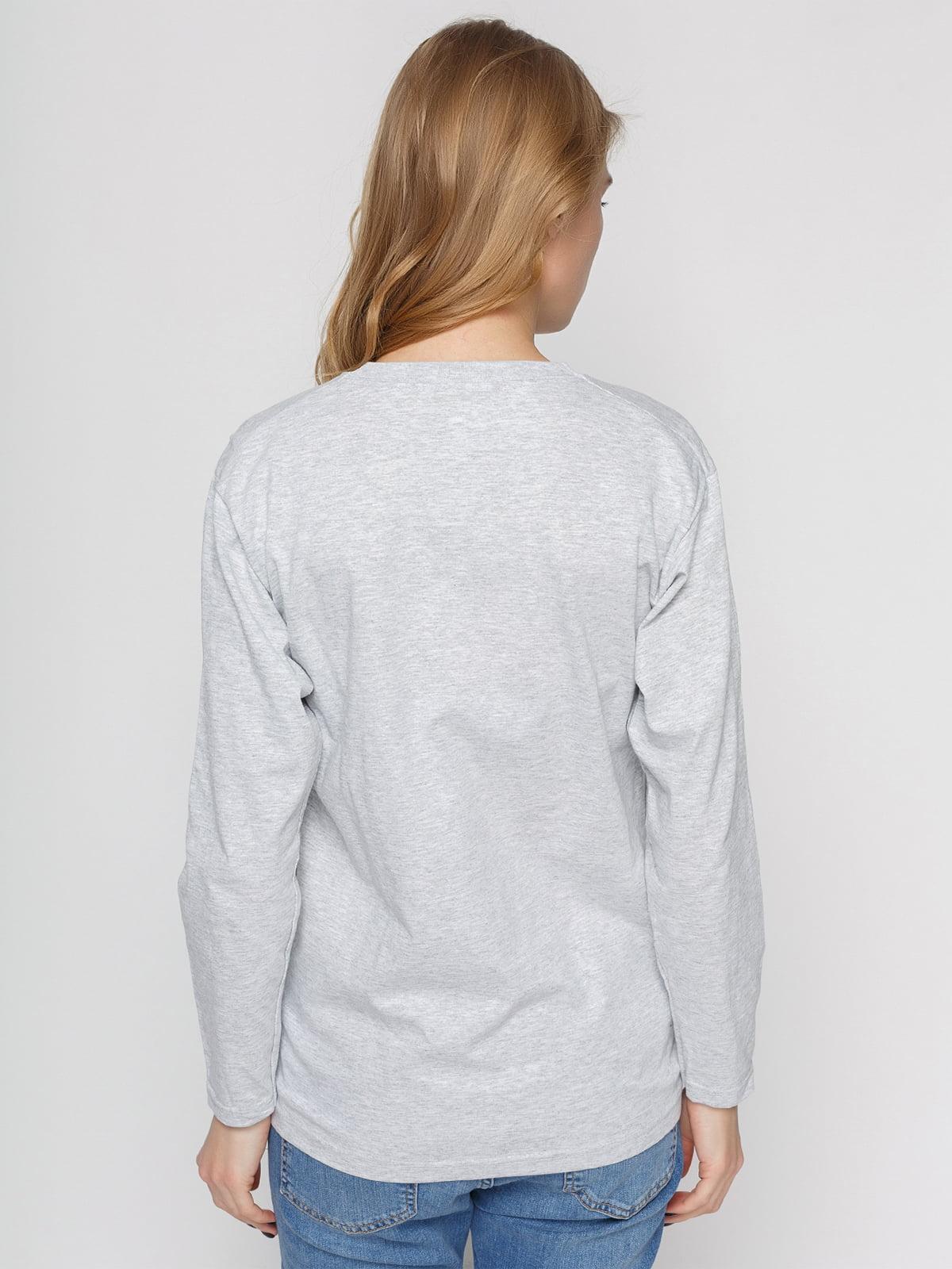 Лонгслив серый с принтом | 4861824 | фото 2