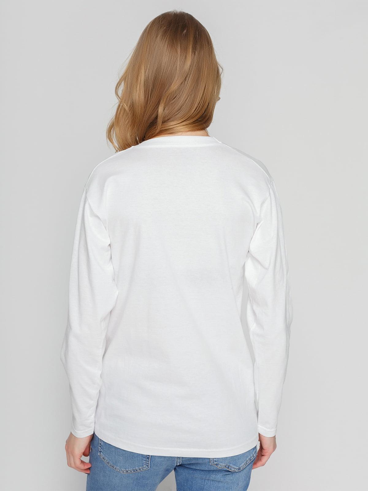Лонгслив белый с принтом | 4861789 | фото 2