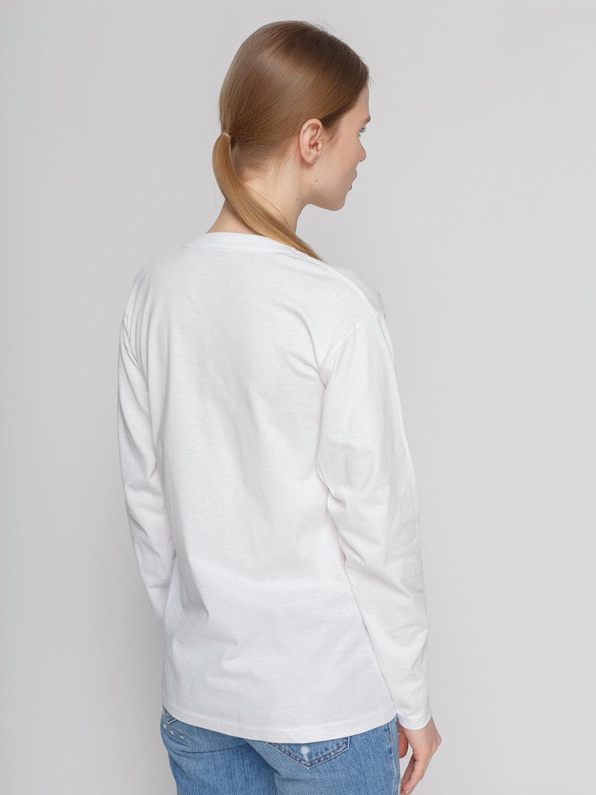 Лонгслив белый с принтом | 4861827 | фото 2