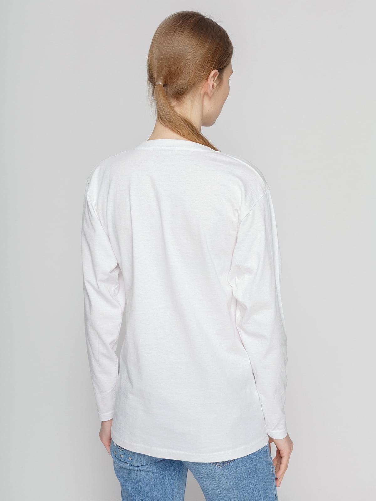 Лонгслив белый с принтом | 4861820 | фото 2