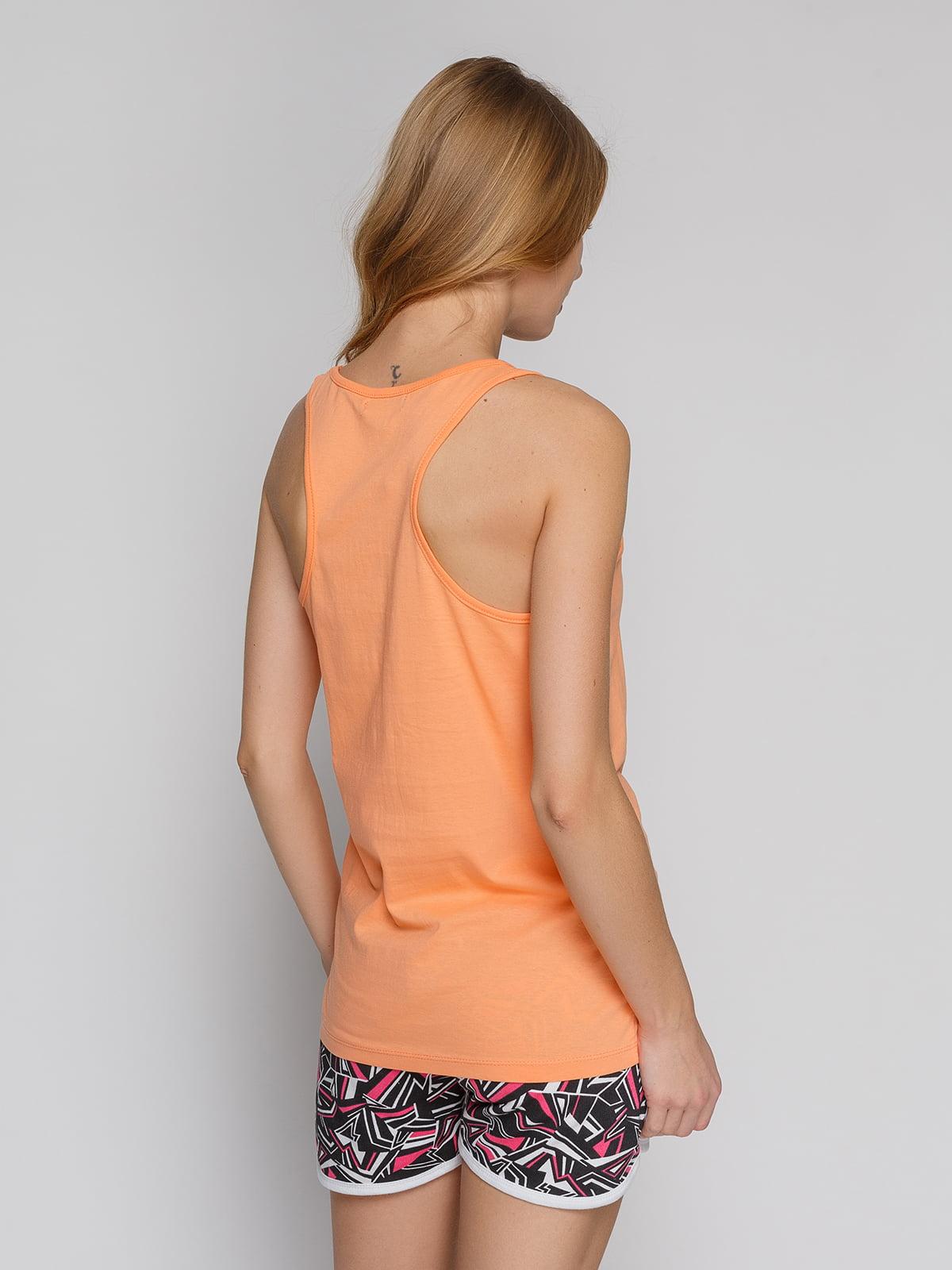 Майка оранжевая с принтом | 4855122 | фото 2