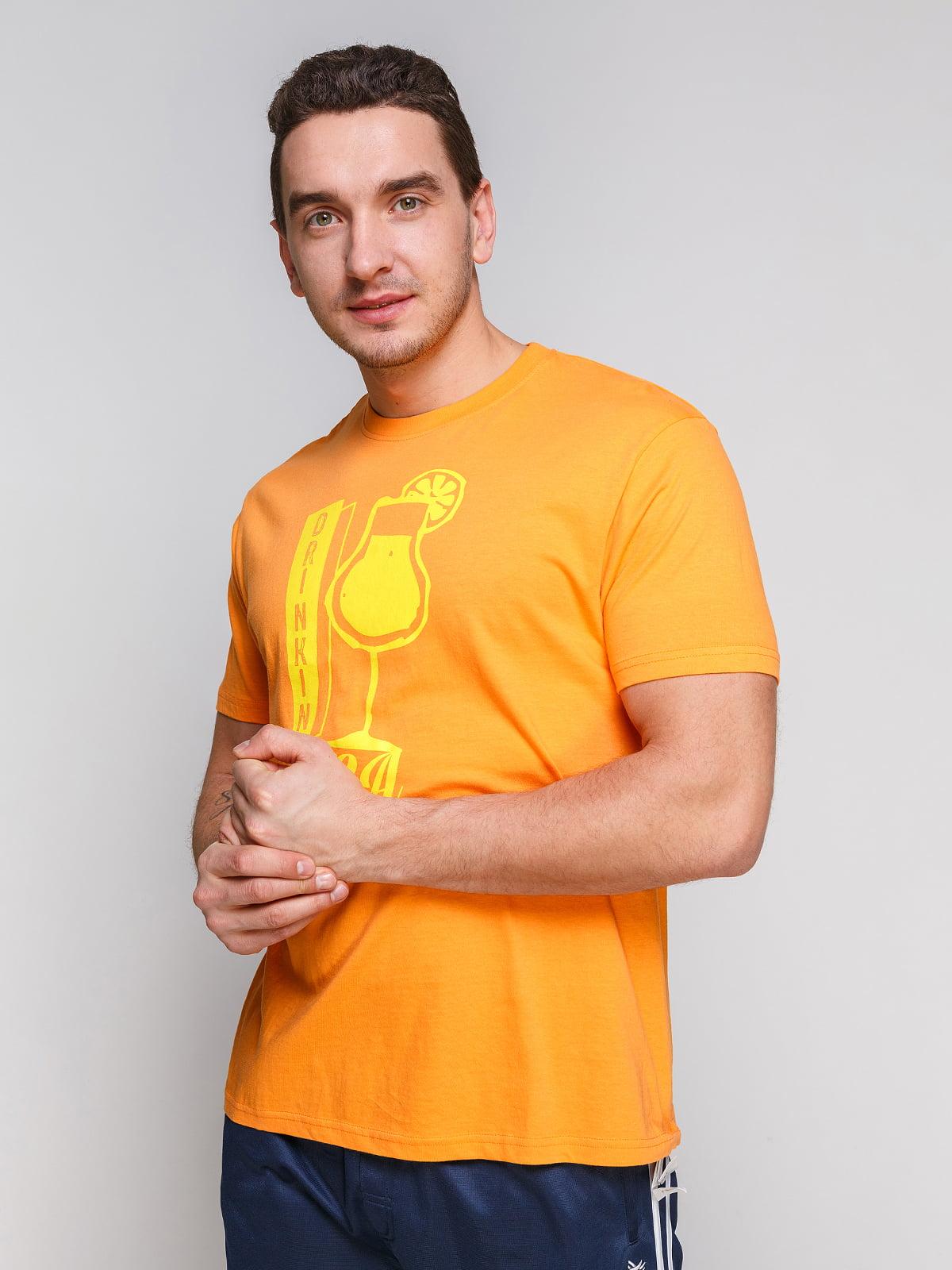 Футболка помаранчева з принтом   4854972