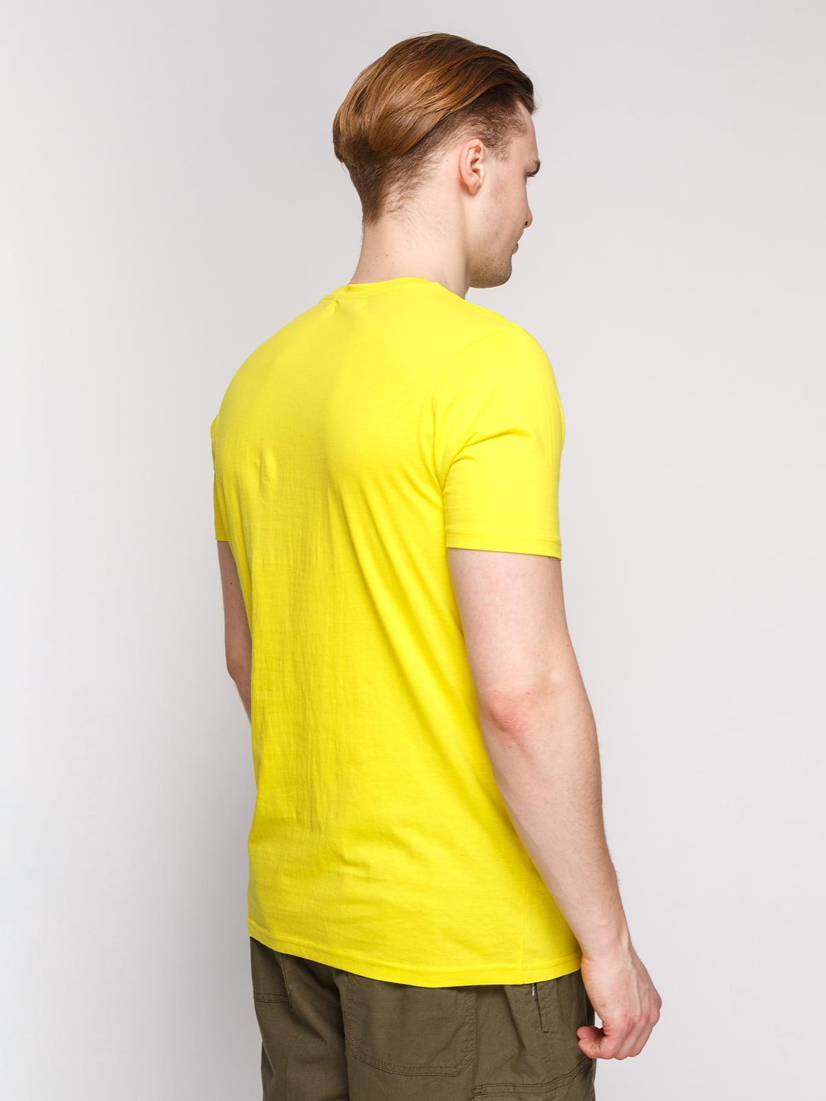 Футболка жовта з принтом | 4854936 | фото 2