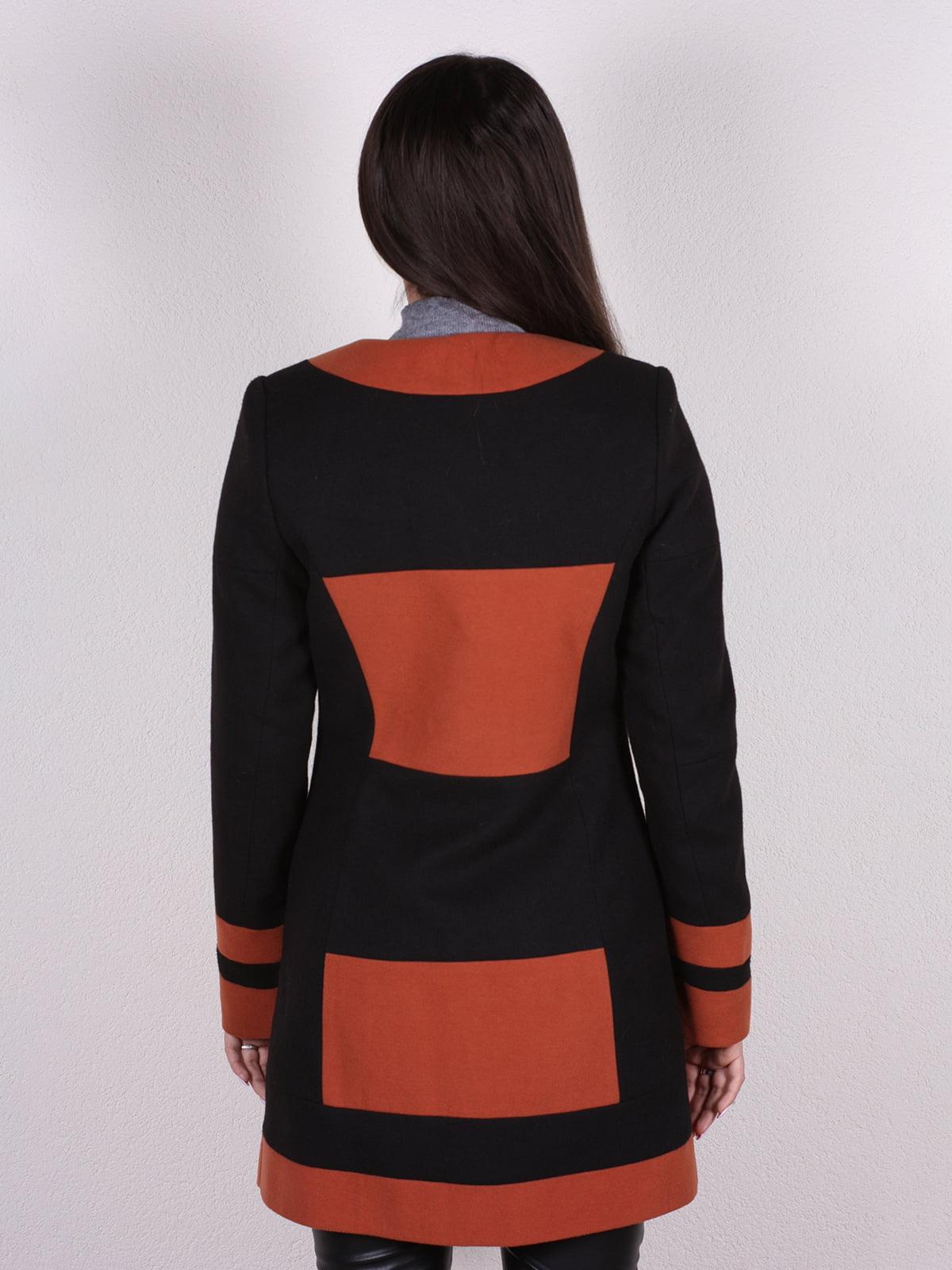 Пальто черно-кирпичного цвета   4922399   фото 3