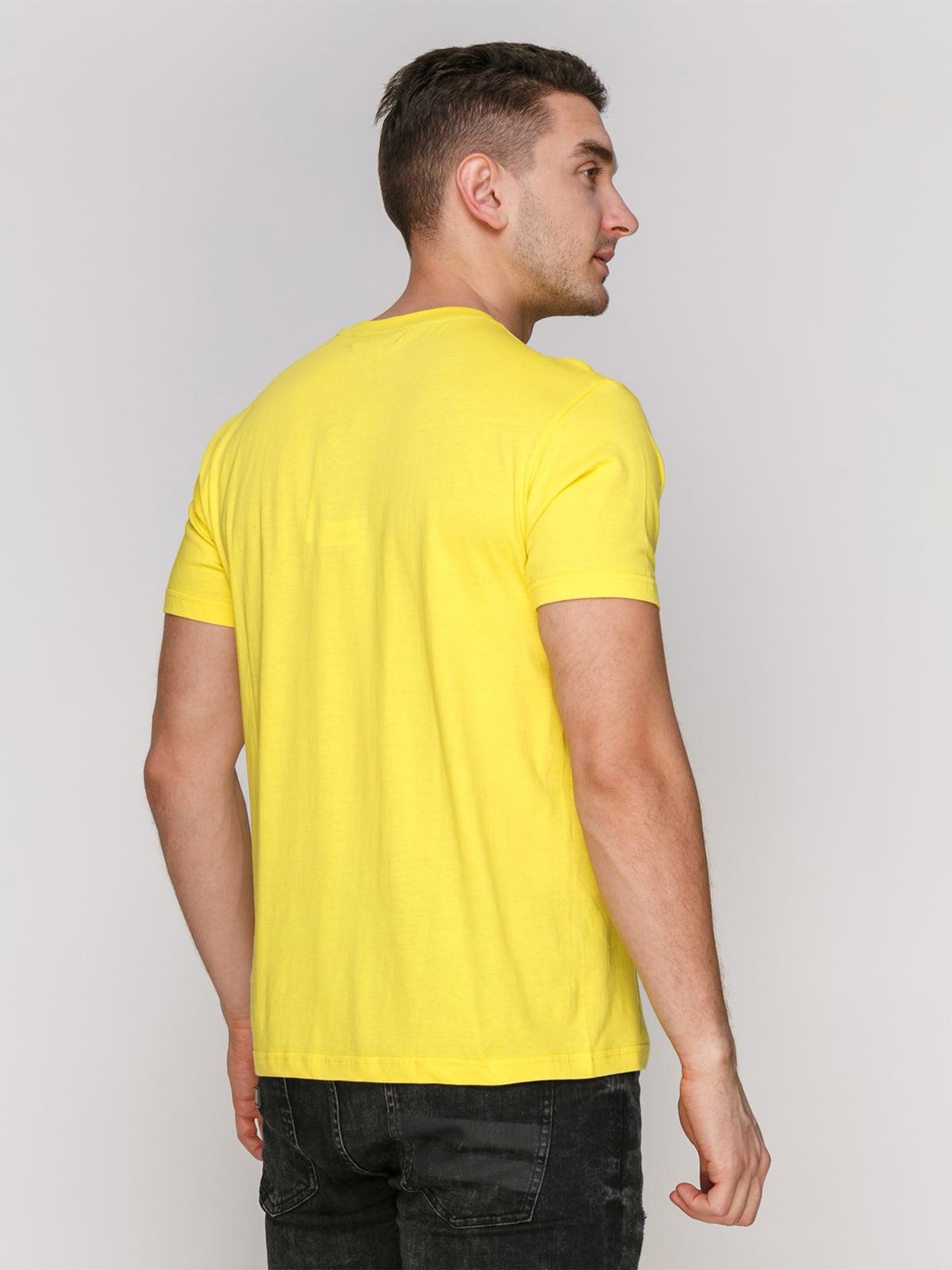 Футболка желтая с принтом | 4854976 | фото 2