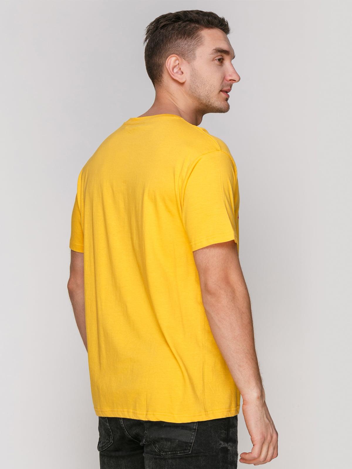Футболка желтая с принтом | 4855401 | фото 2