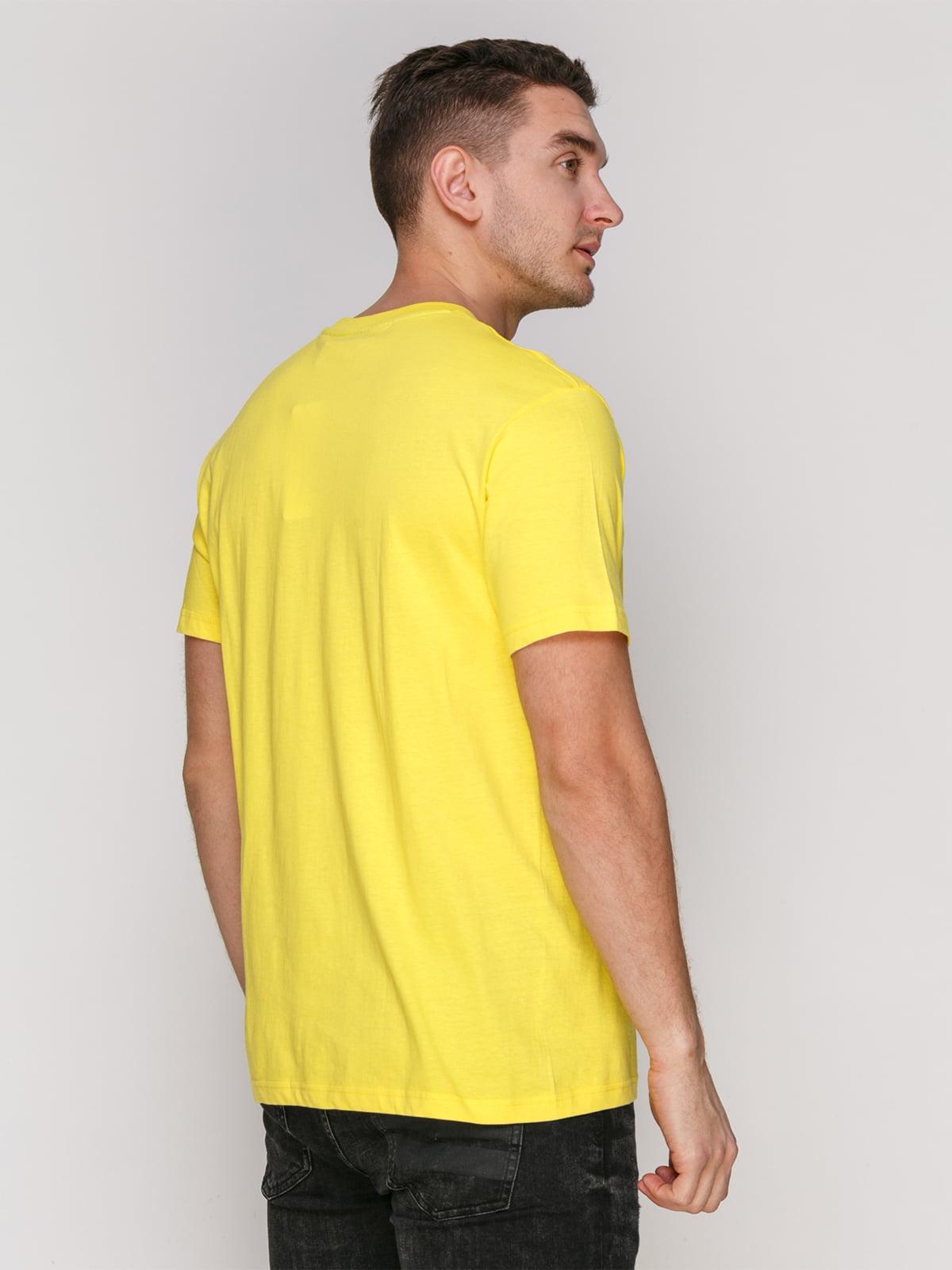 Футболка жовта з принтом | 4854956 | фото 2