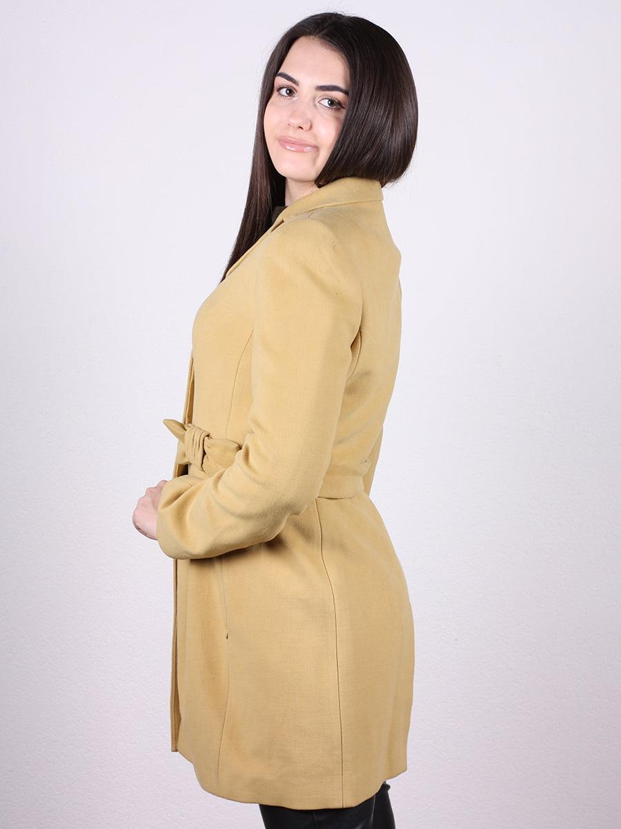 Пальто горчичного цвета | 4977773 | фото 2