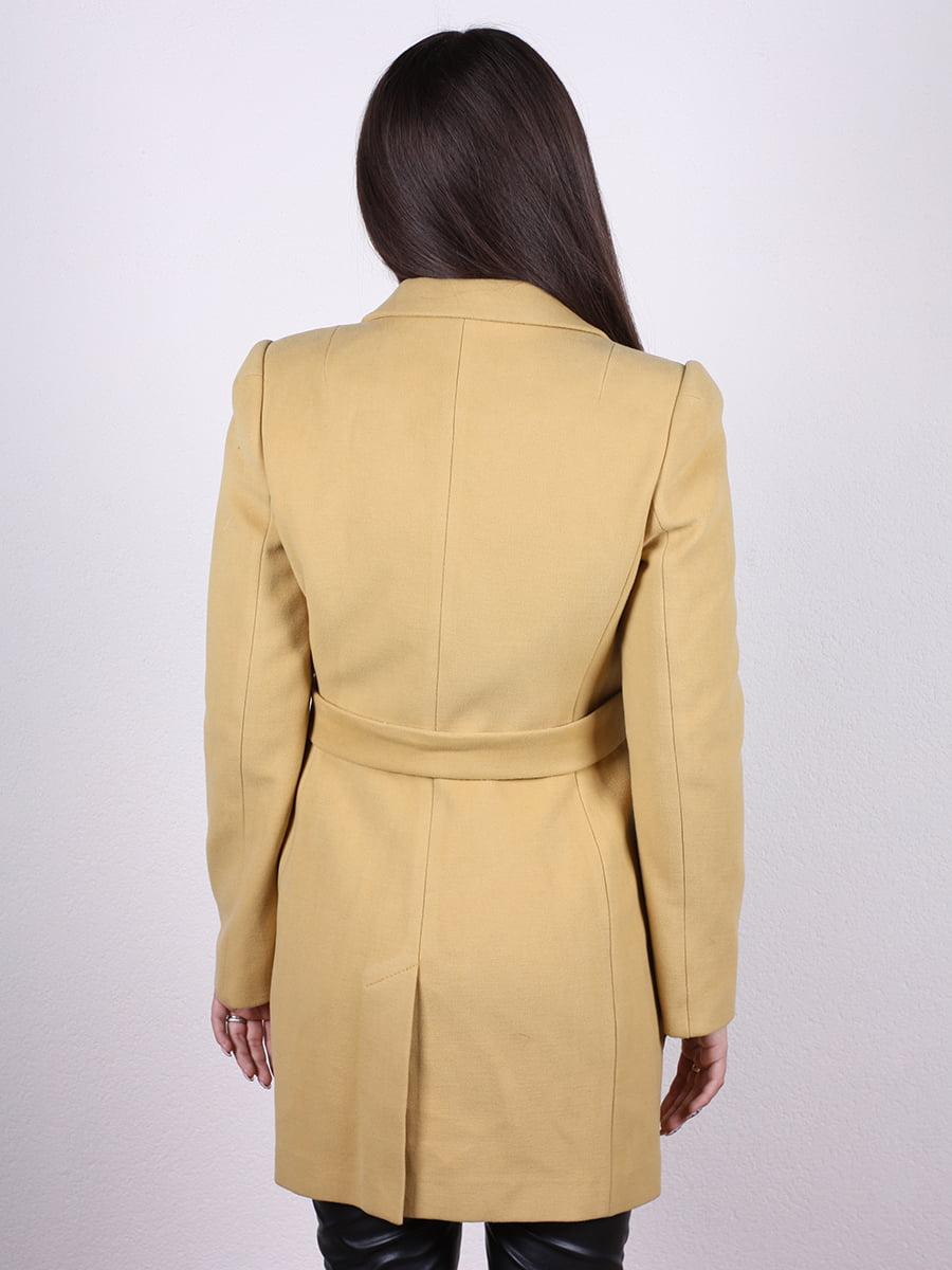 Пальто горчичного цвета | 4977773 | фото 3