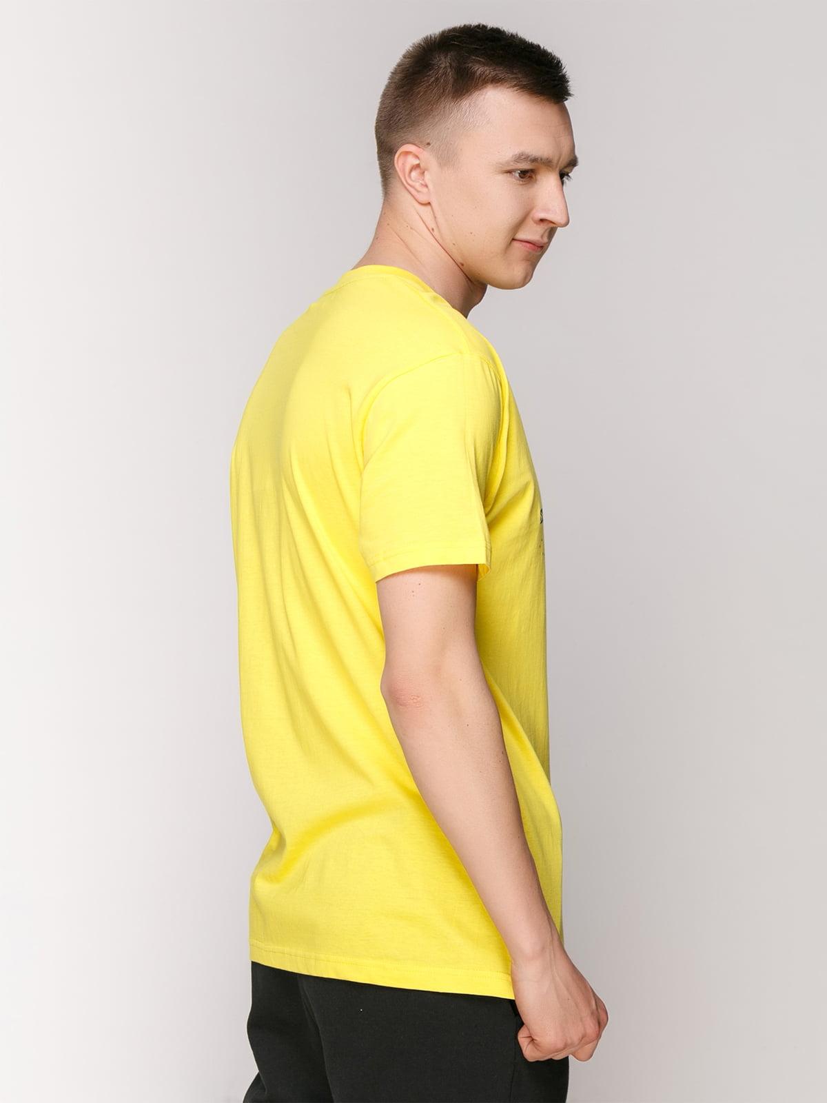 Футболка жовта з принтом | 4495526 | фото 2