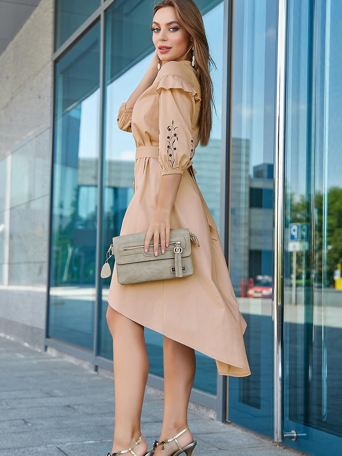 Платье светло-кофейного цвета с вышивкой | 5100658
