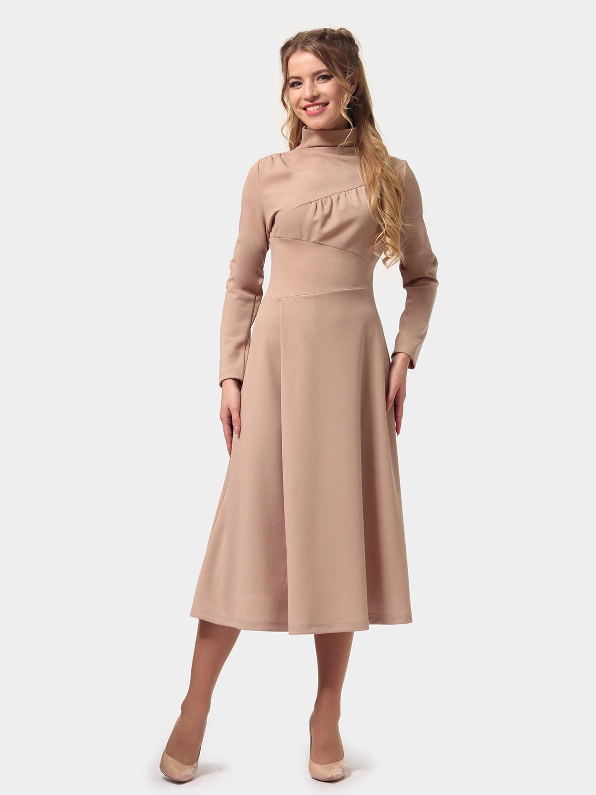 Платье песочного цвета   5079881