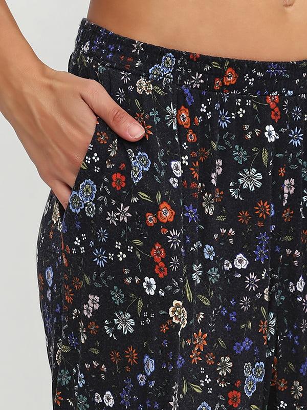 Брюки темно-синие в цветочный принт   5170334