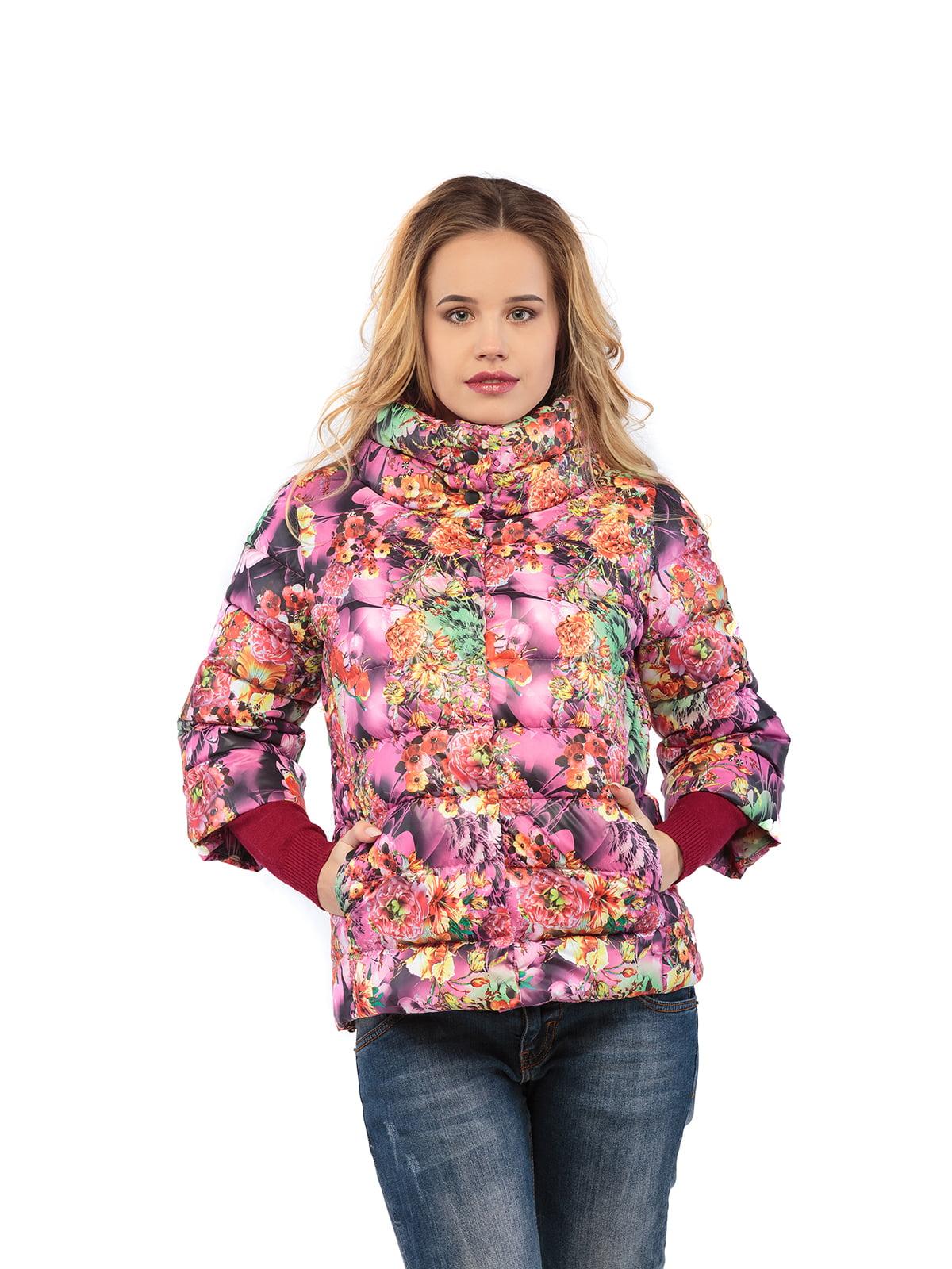 Куртка малинового кольору в принт | 5216145