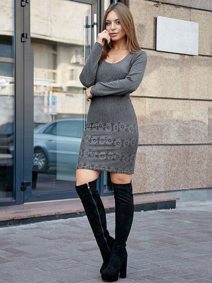 Платье серое с цветочным принтом   5228427