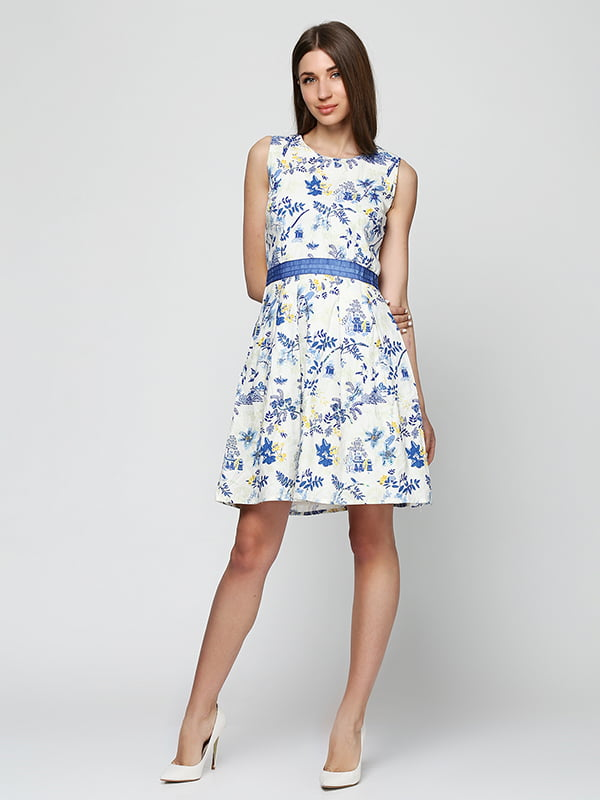 Сукня біла в синій принт | 5326617