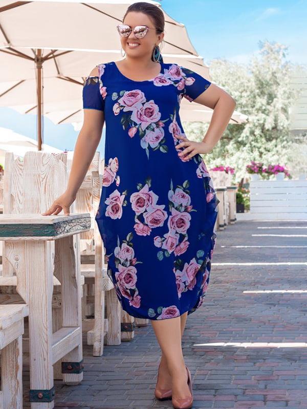 Платье цвета электрик с цветочным принтом | 5383895