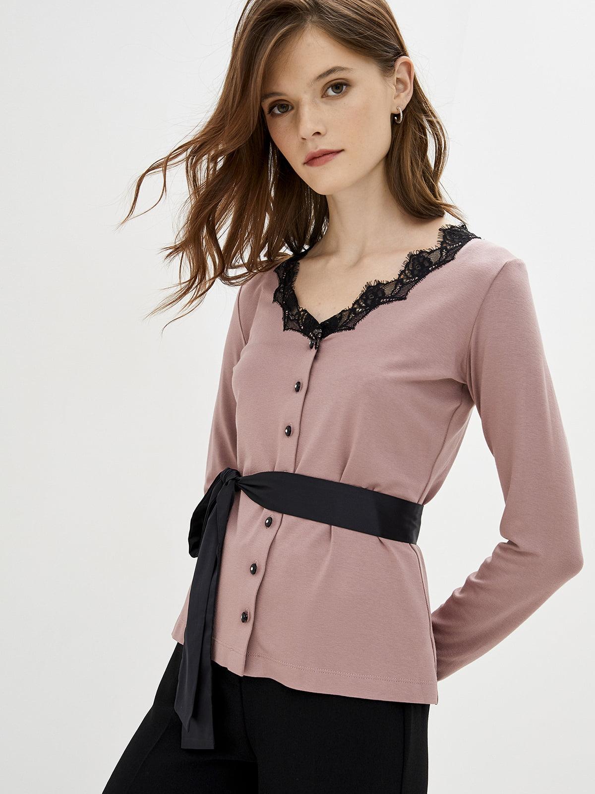 Блуза цвета пудры с кружевом черного цвета   5514343