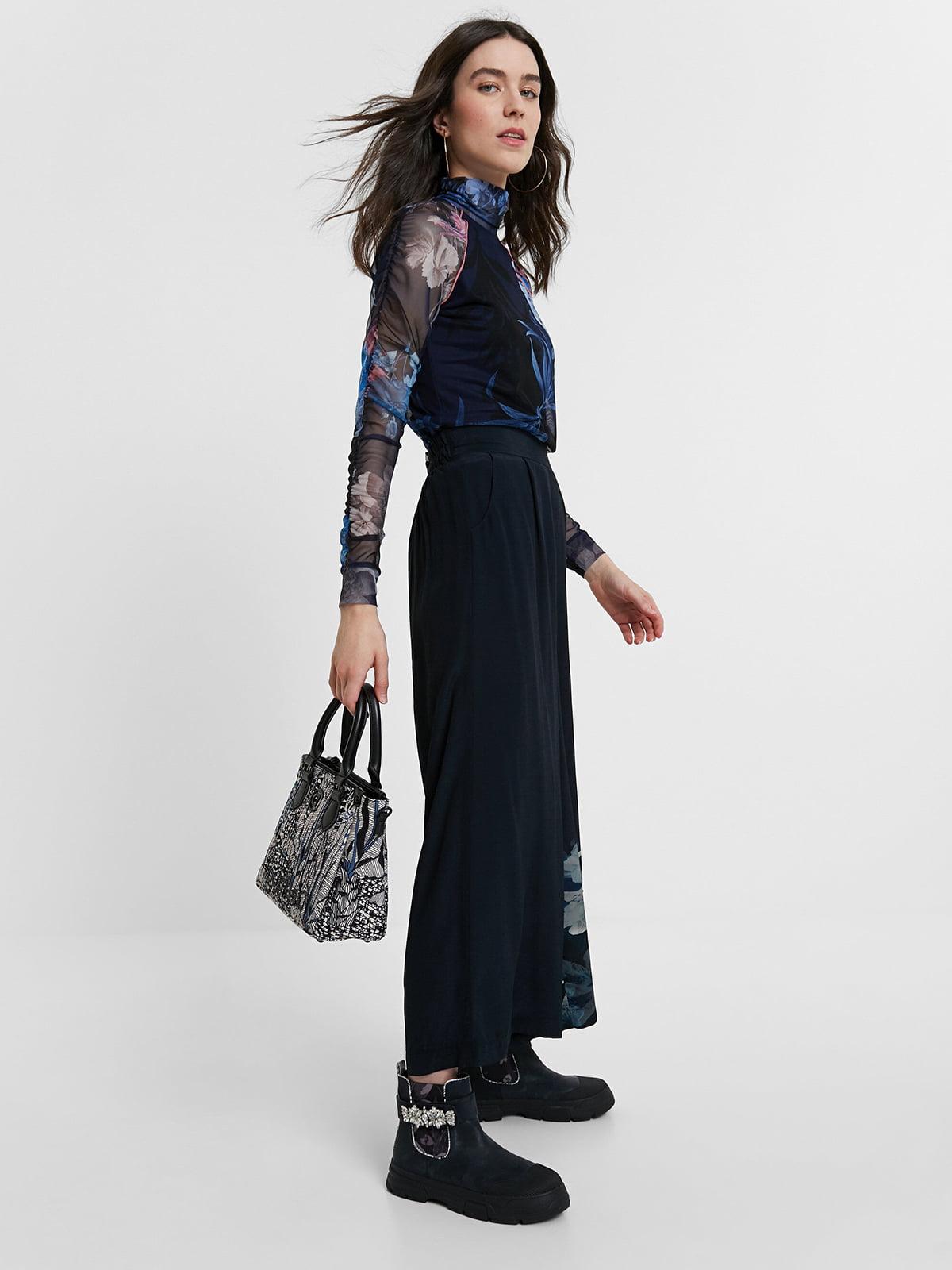 Блуза черно-синяя с цветочным принтом   5520057