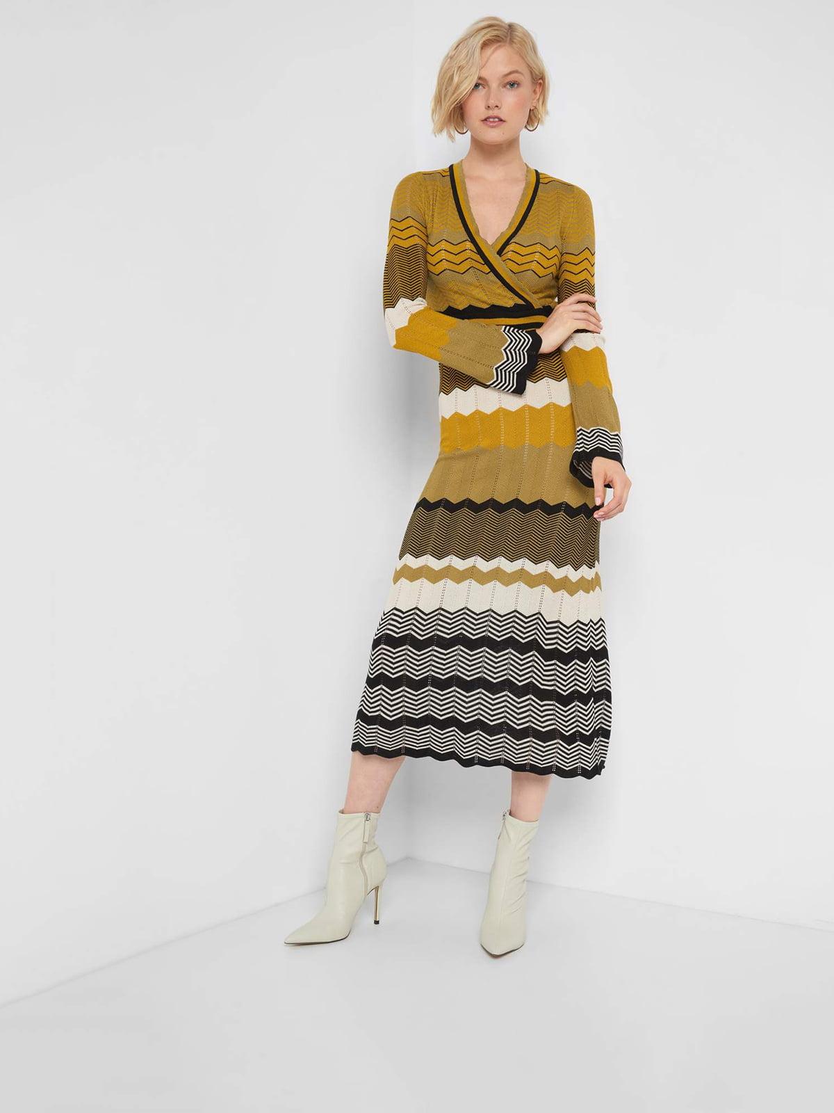 Платье разноцветное в полоску и с узором | 5535838