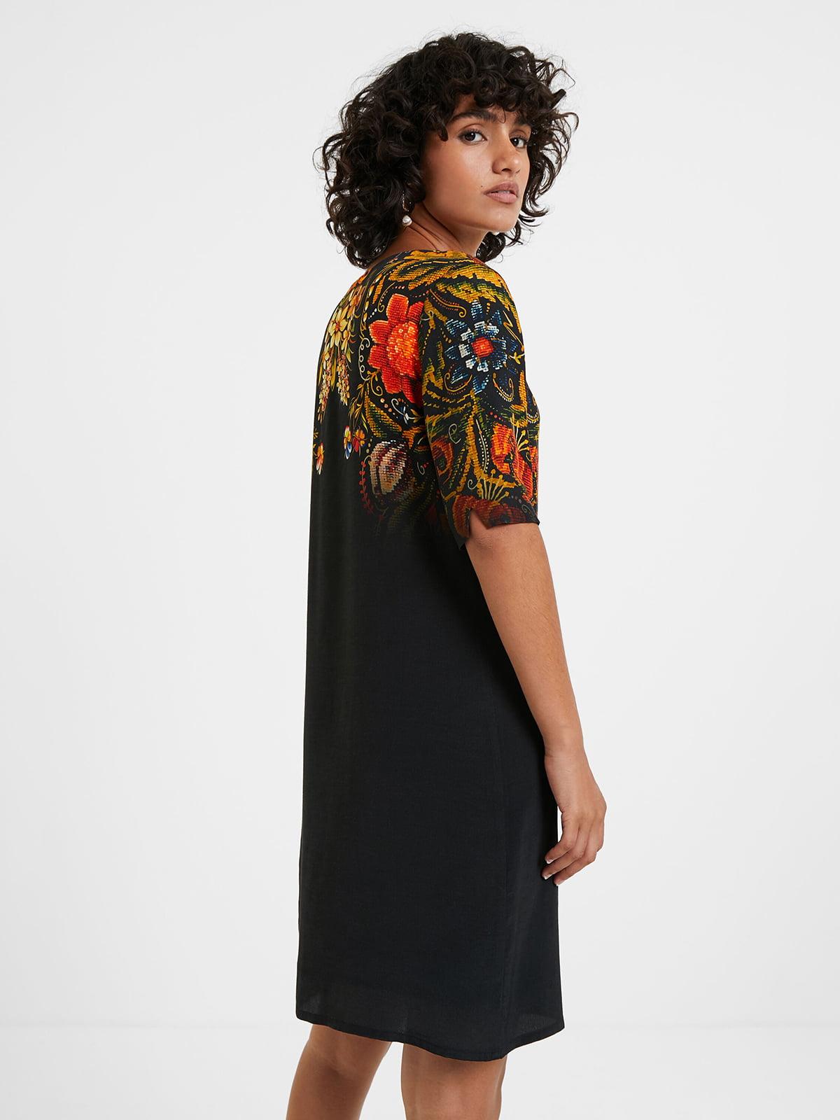 Платье черное в цветочный принт | 5540283