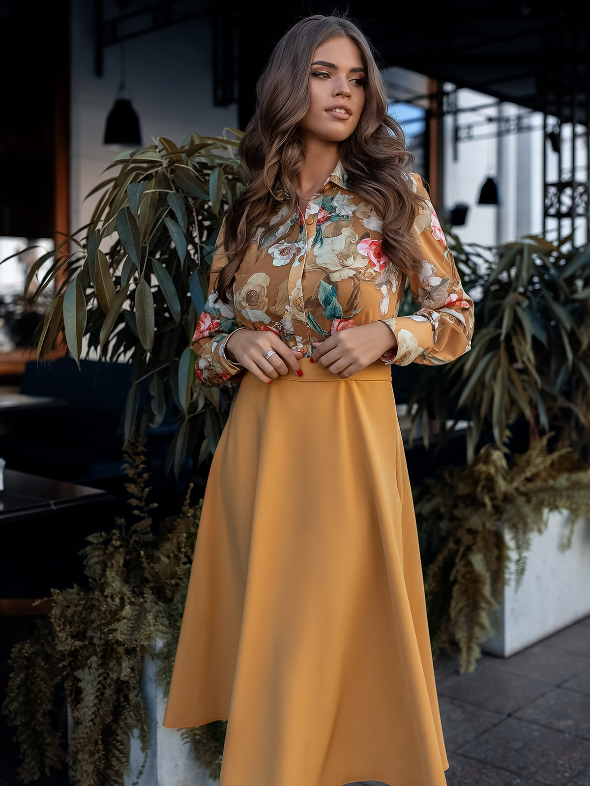 Сукня гірчичного кольору з принтом | 5574808