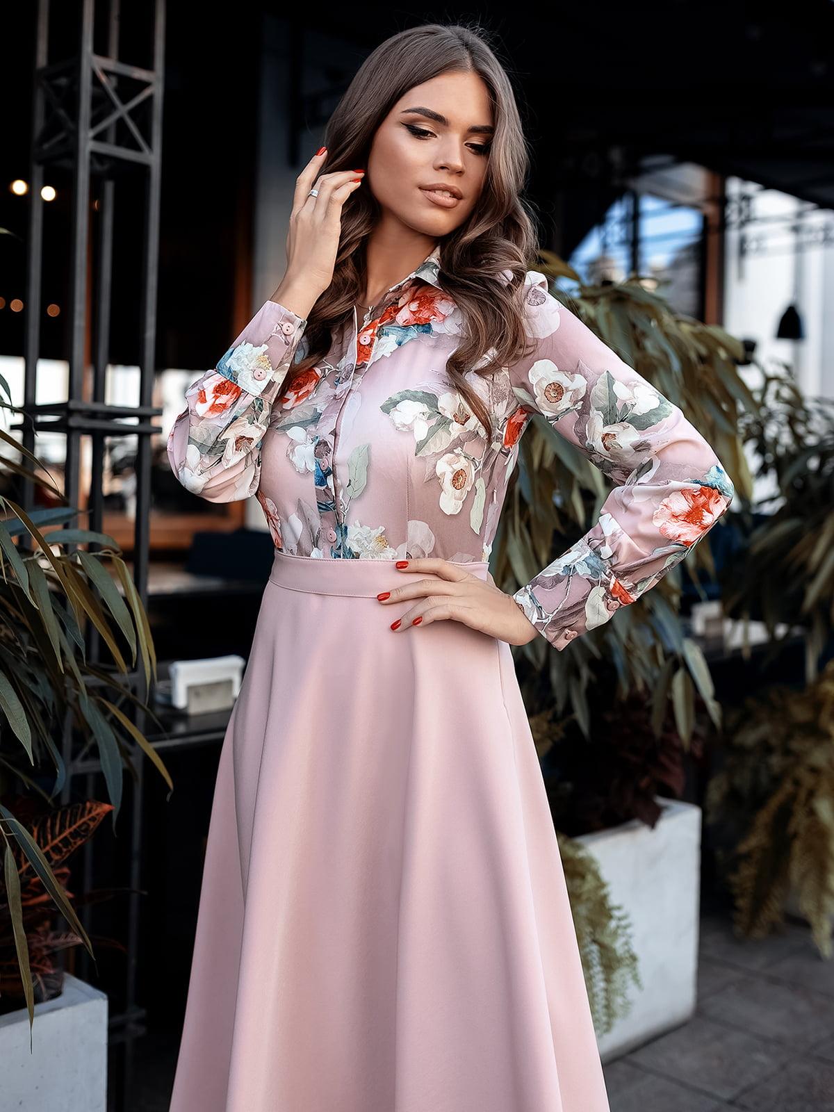 Сукня пудрового кольору з принтом | 5574814