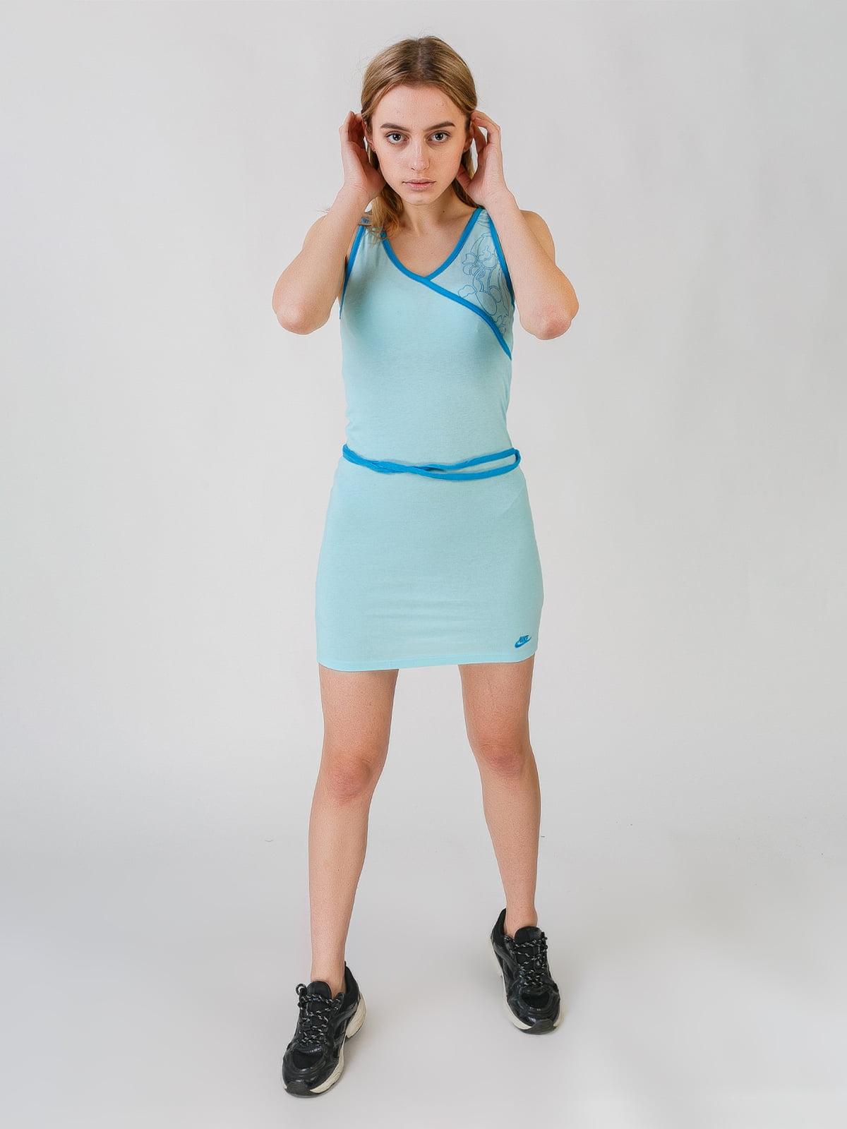 Сукня блакитного кольору з принтом | 5609430