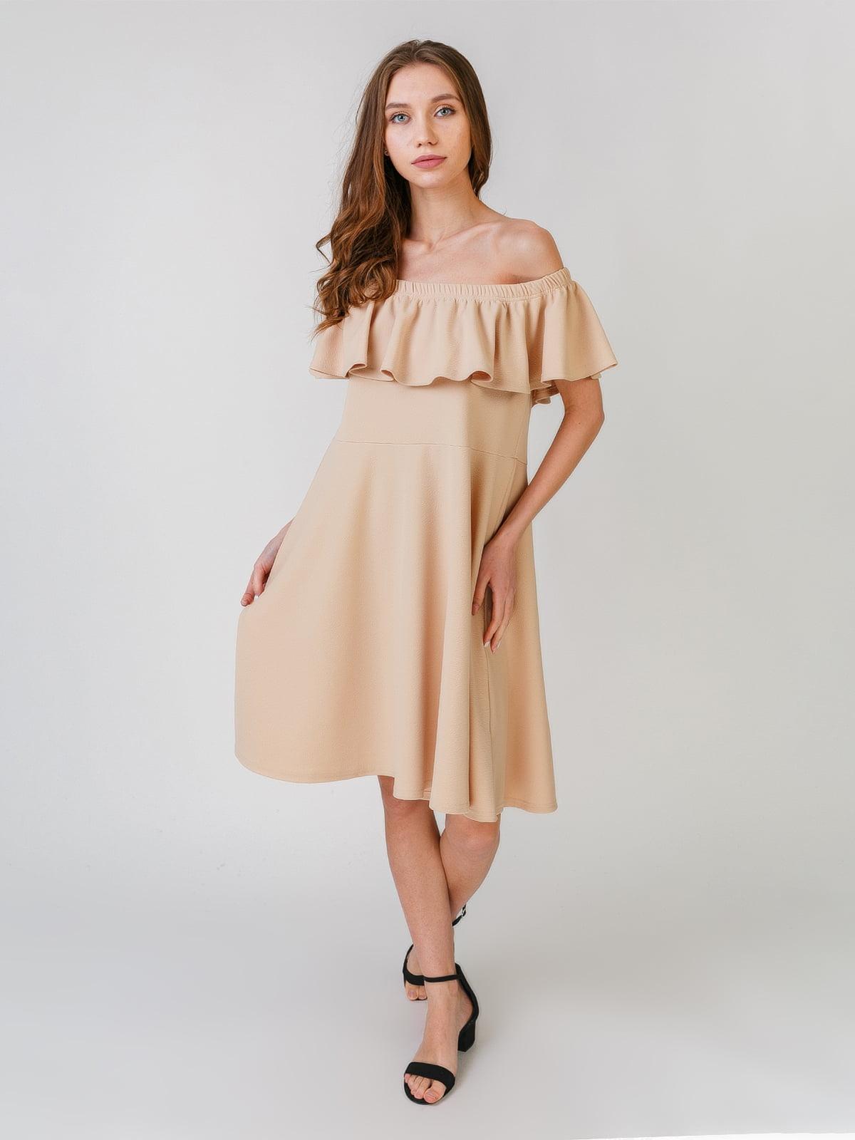 Платье бежевого цвета   5609452