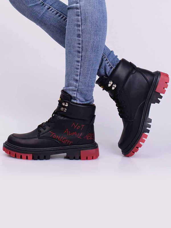 Ботинки черные в принт | 5650315