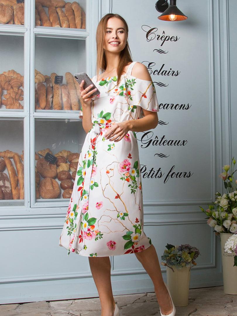 Платье молочного цвета в принт | 5304208