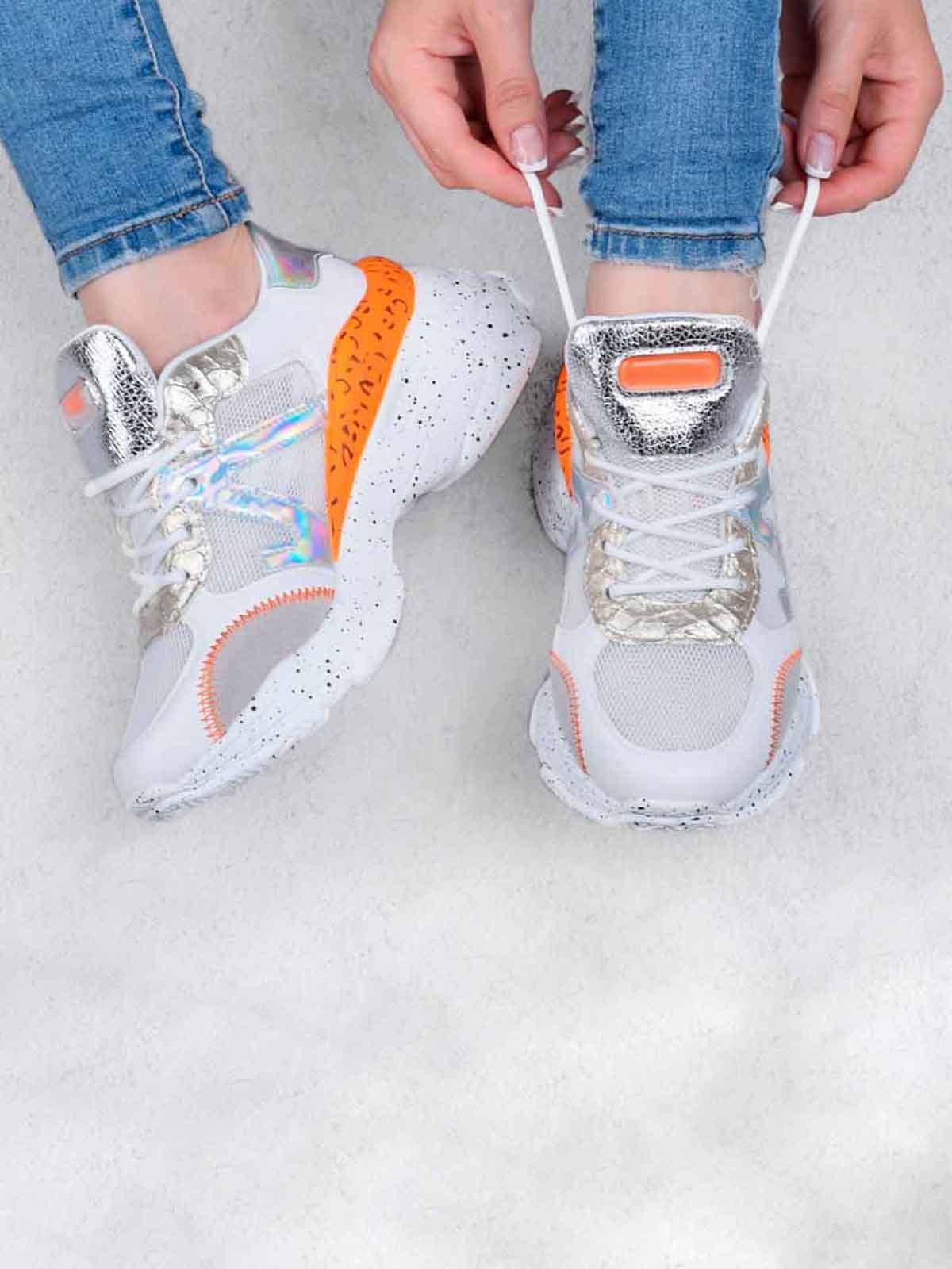 Кросівки біло-морквяного кольору | 5644290