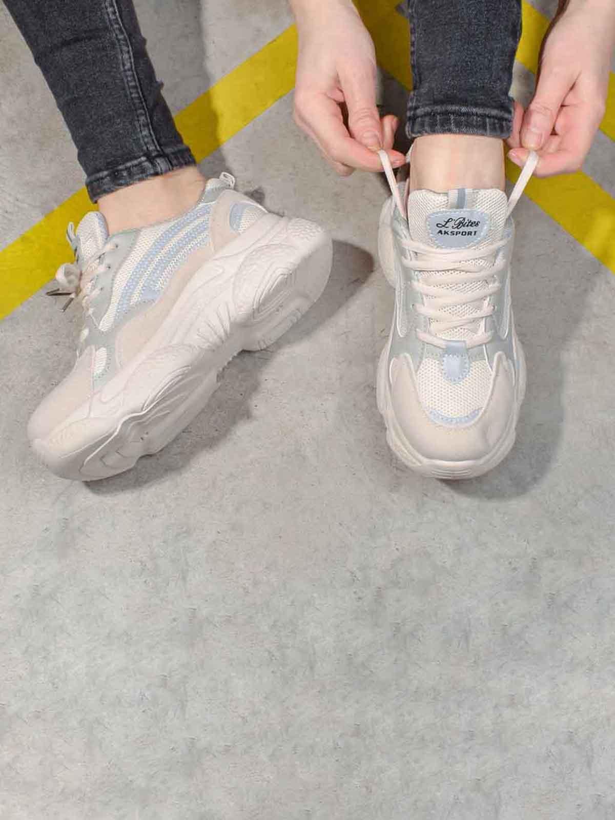 Кросівки бежевого кольору | 5642737