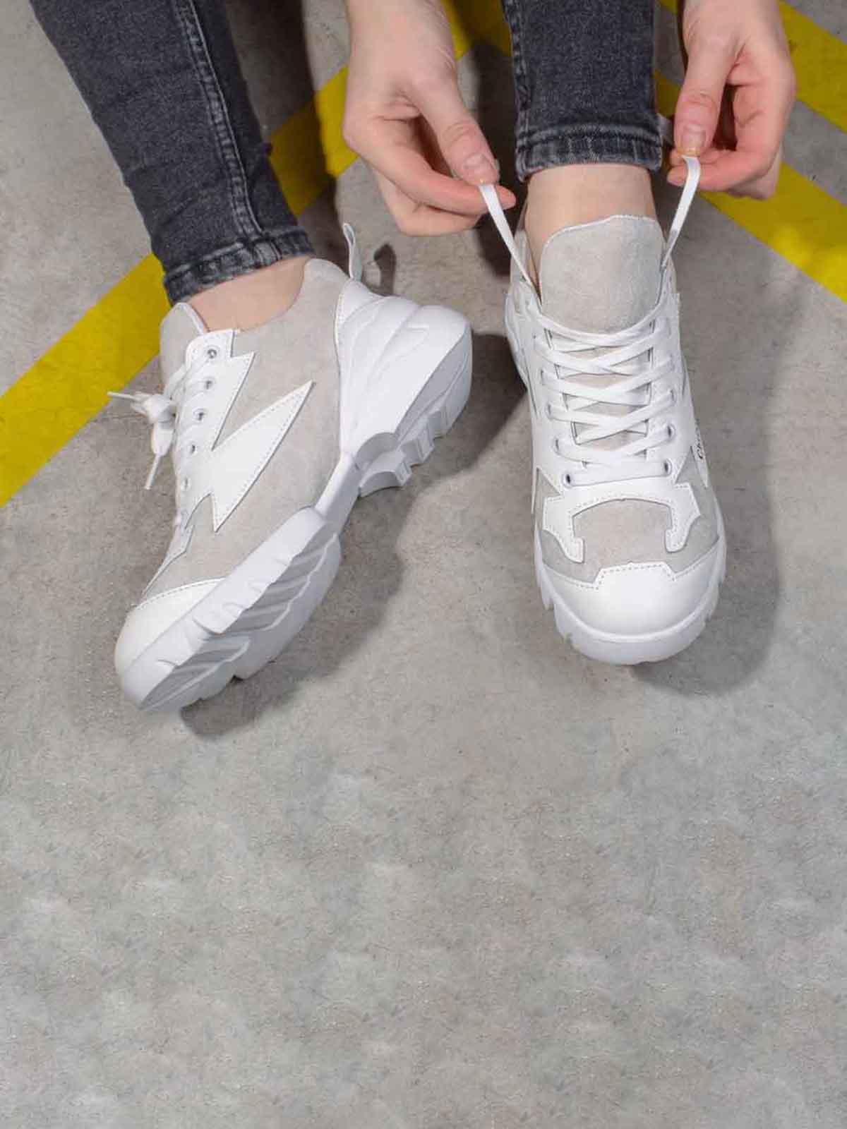 Кросівки біло-кавового кольору | 5642803