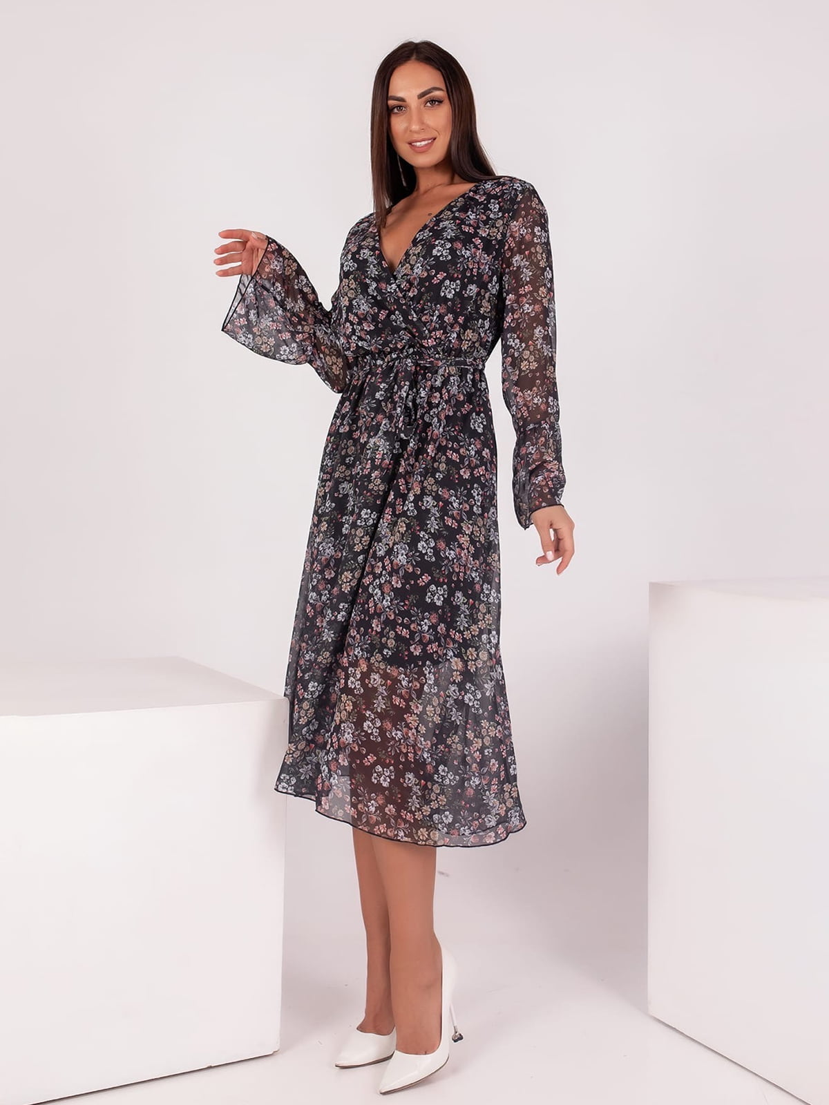 Платье черное в цветочный принт | 5690987