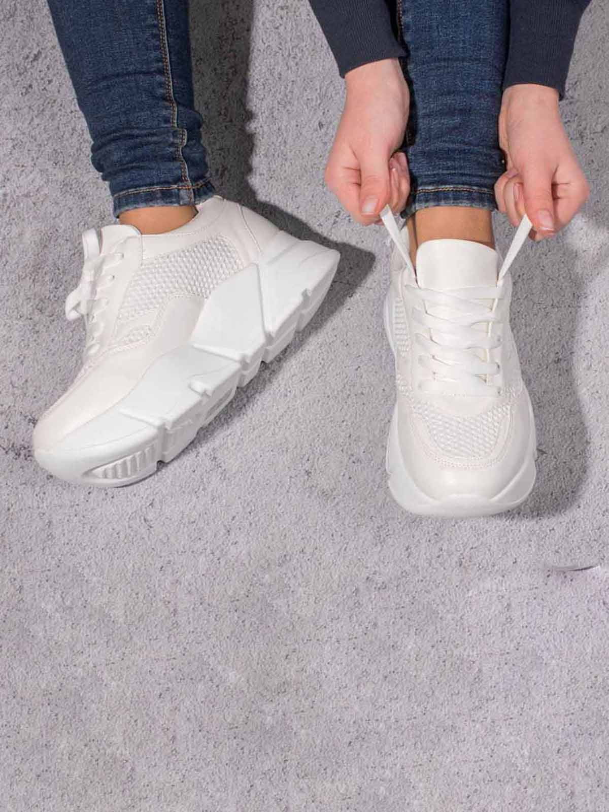 Кросівки молочного кольору | 5643091