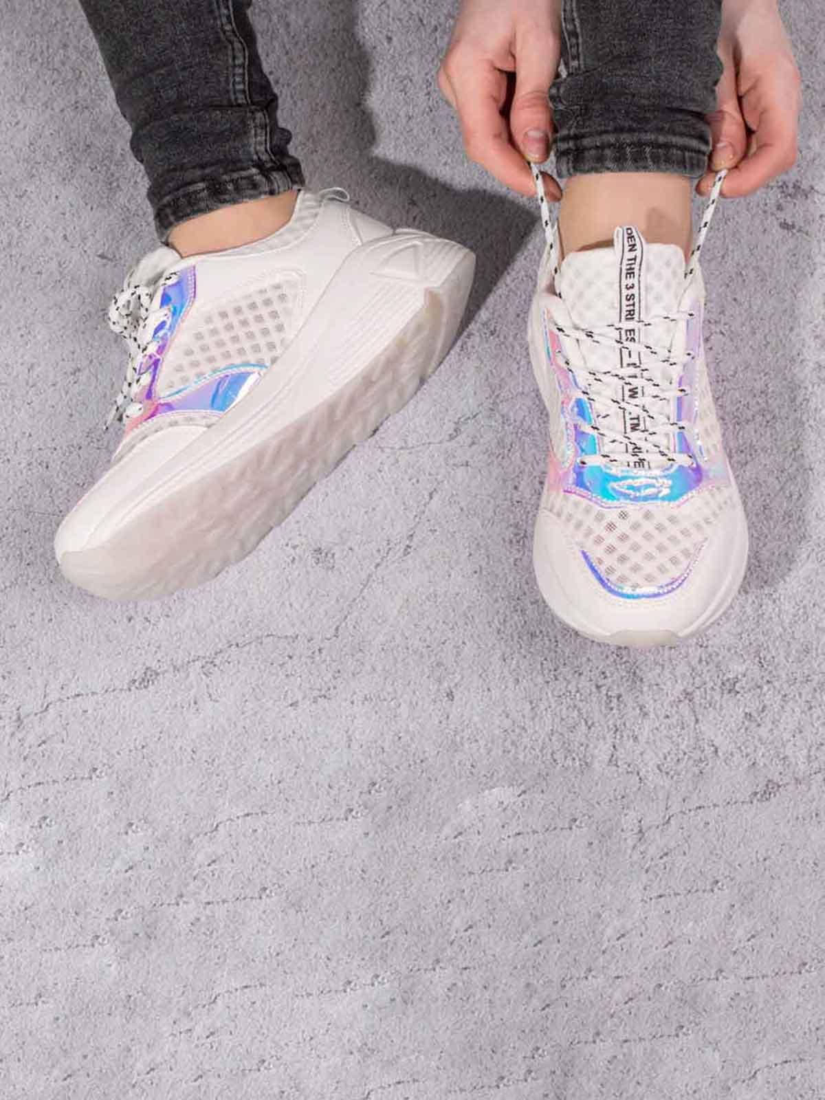 Кроссовки белые с контрастными вставками | 5643125