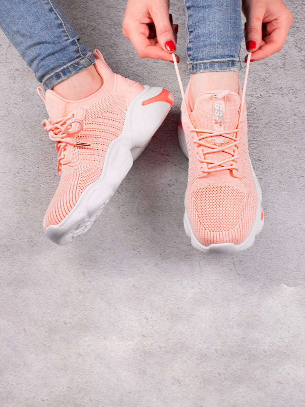 Кроссовки персикового цвета | 5643565
