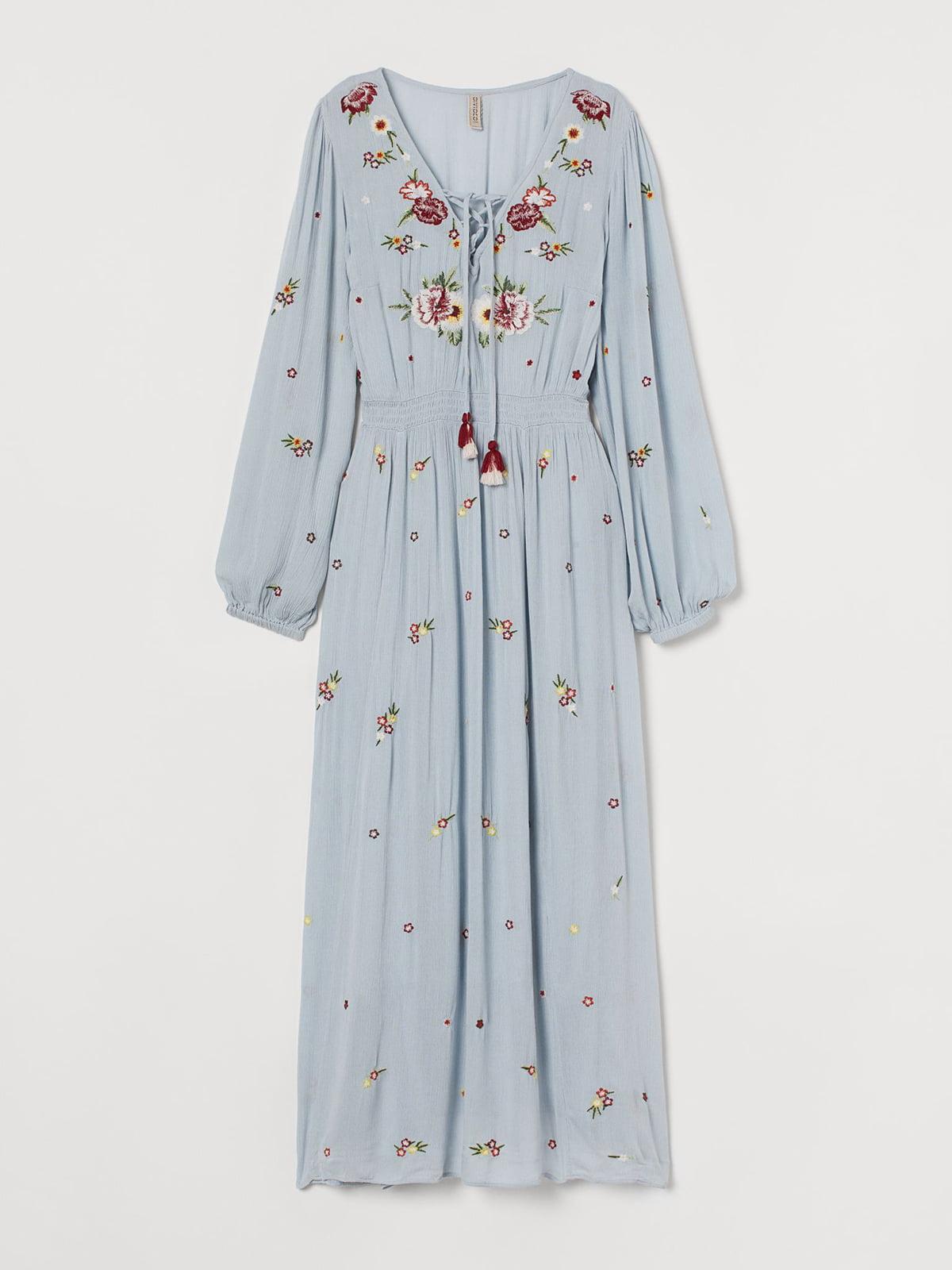 Платье голубого цвета с цветочной вышивкой | 5711537